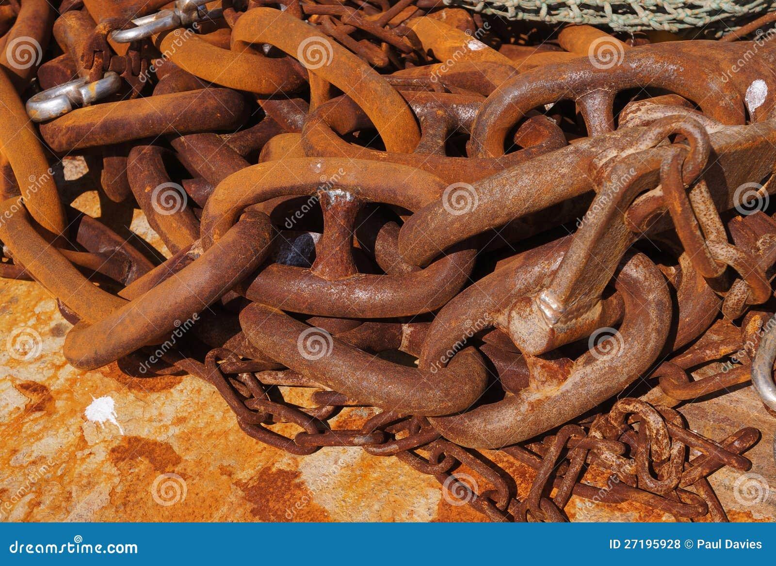 Grandes correntes oxidadas do metal