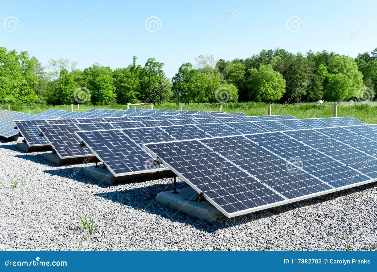 a1616ce938 Grandes Painéis Solares Em Tennessee Imagem de Stock - Imagem de ...