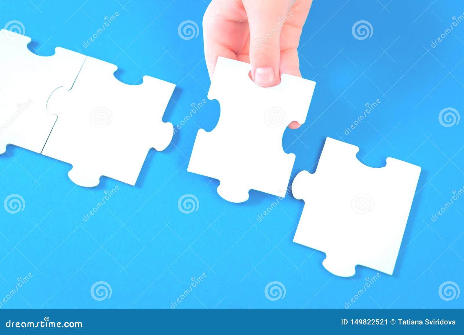 Grandes partes do enigma de serra de vaivém na mesa azul