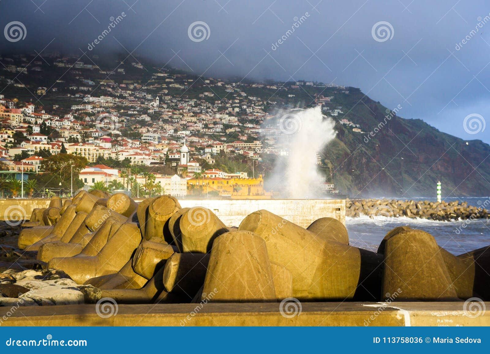 Grandes vagues à Funchal