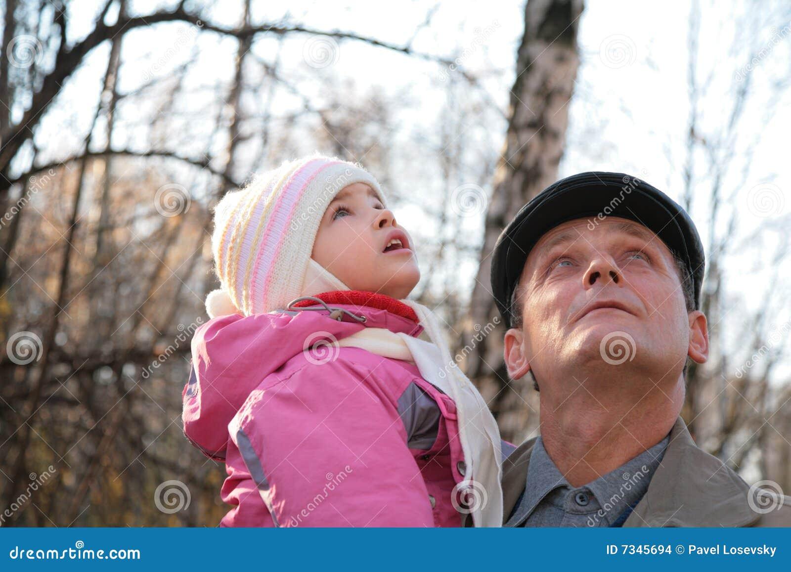 Обязана внучка сосет деду член