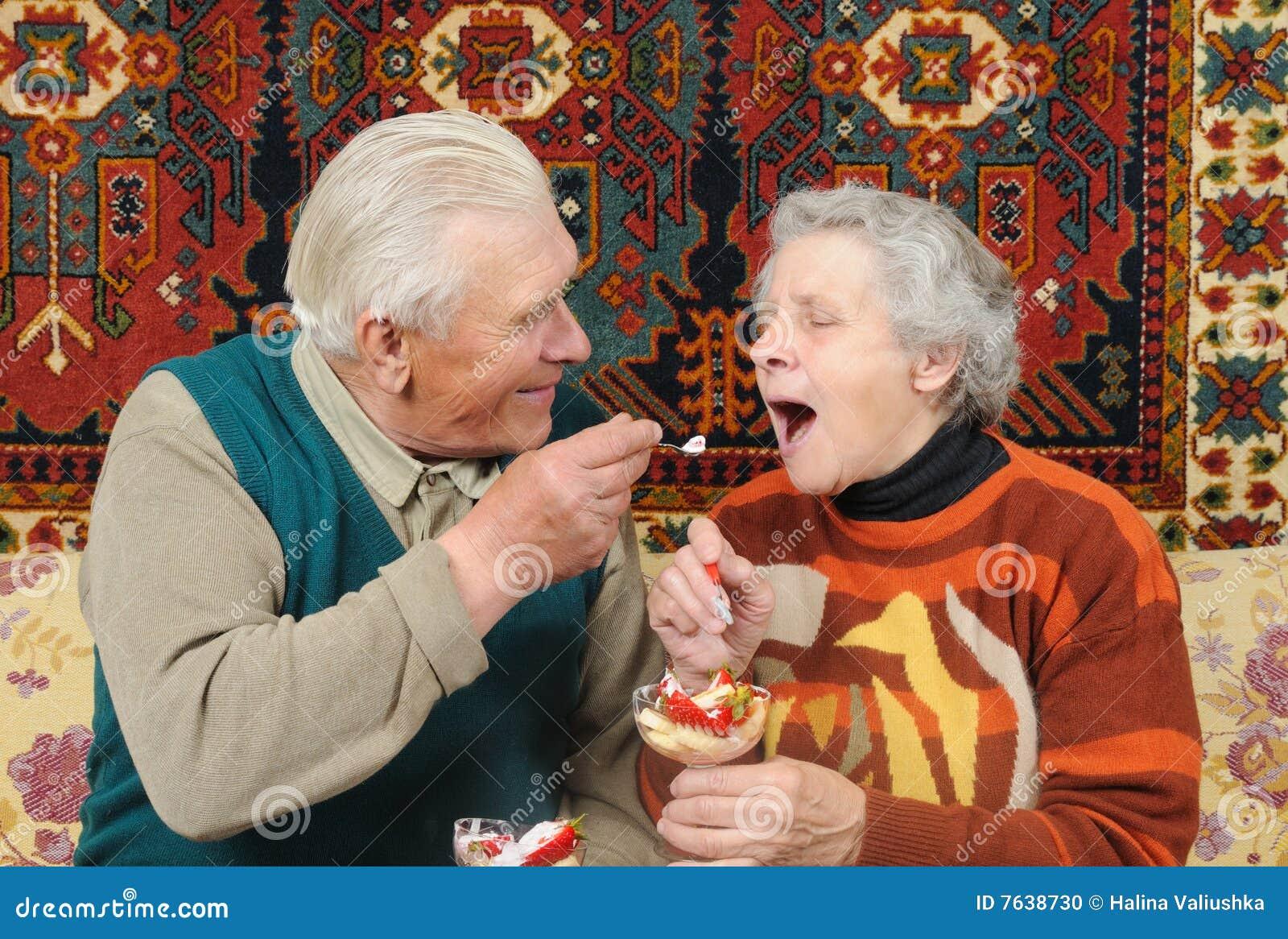 Як внук трахає бабушку 28 фотография