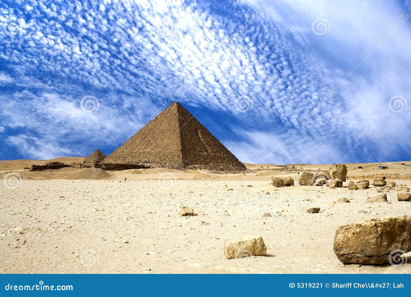 Download Grandi piramidi egiziane immagine stock. Immagine di archaeology - 5319221