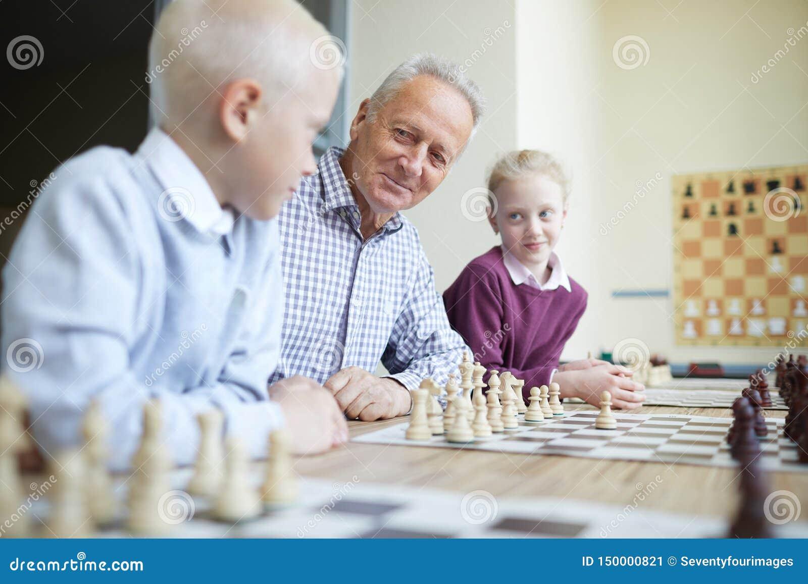 Grandkids de enseñanza de abuelo