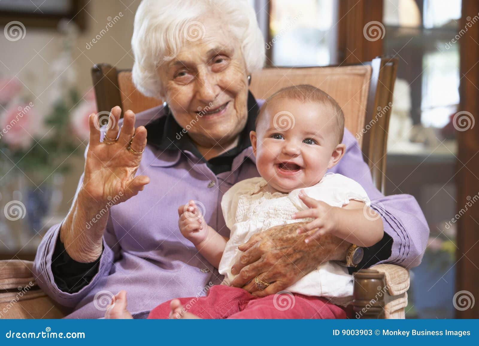 Фото бабушки на коленях 3 фотография