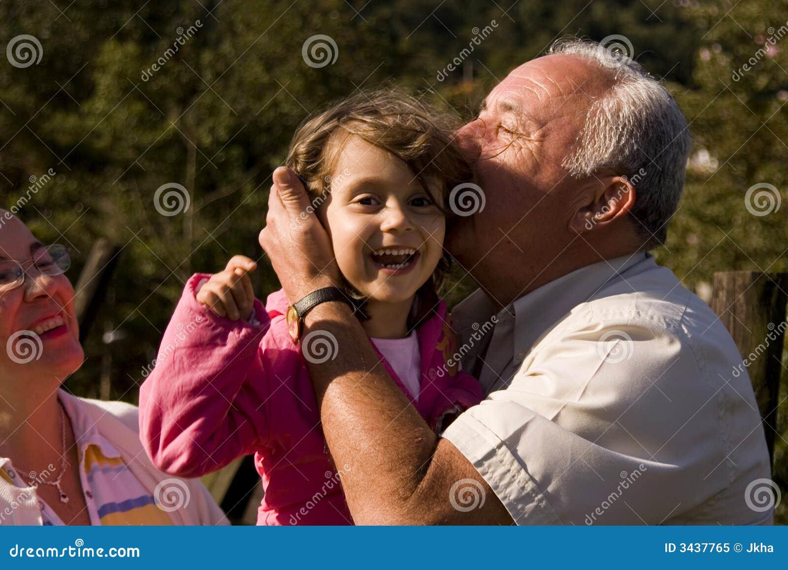 Смотреть внучка и дед 2 фотография