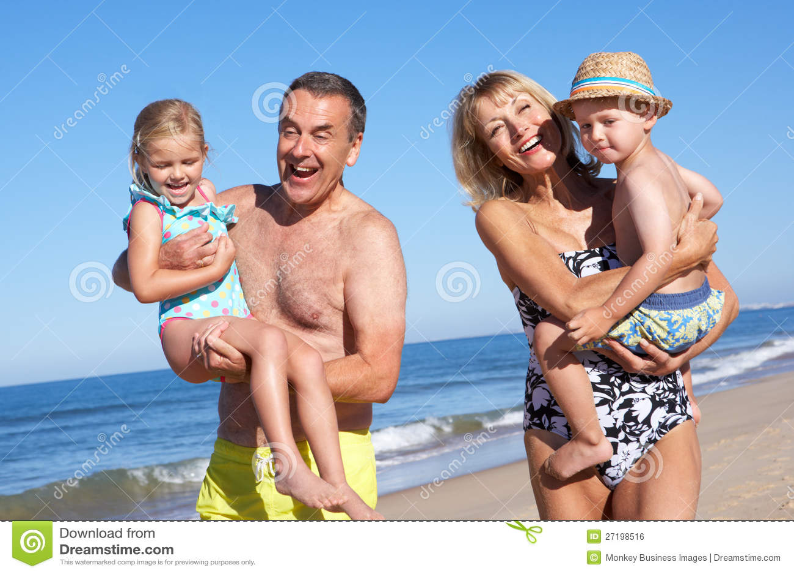 Фото бабушки на пляже 6 фотография