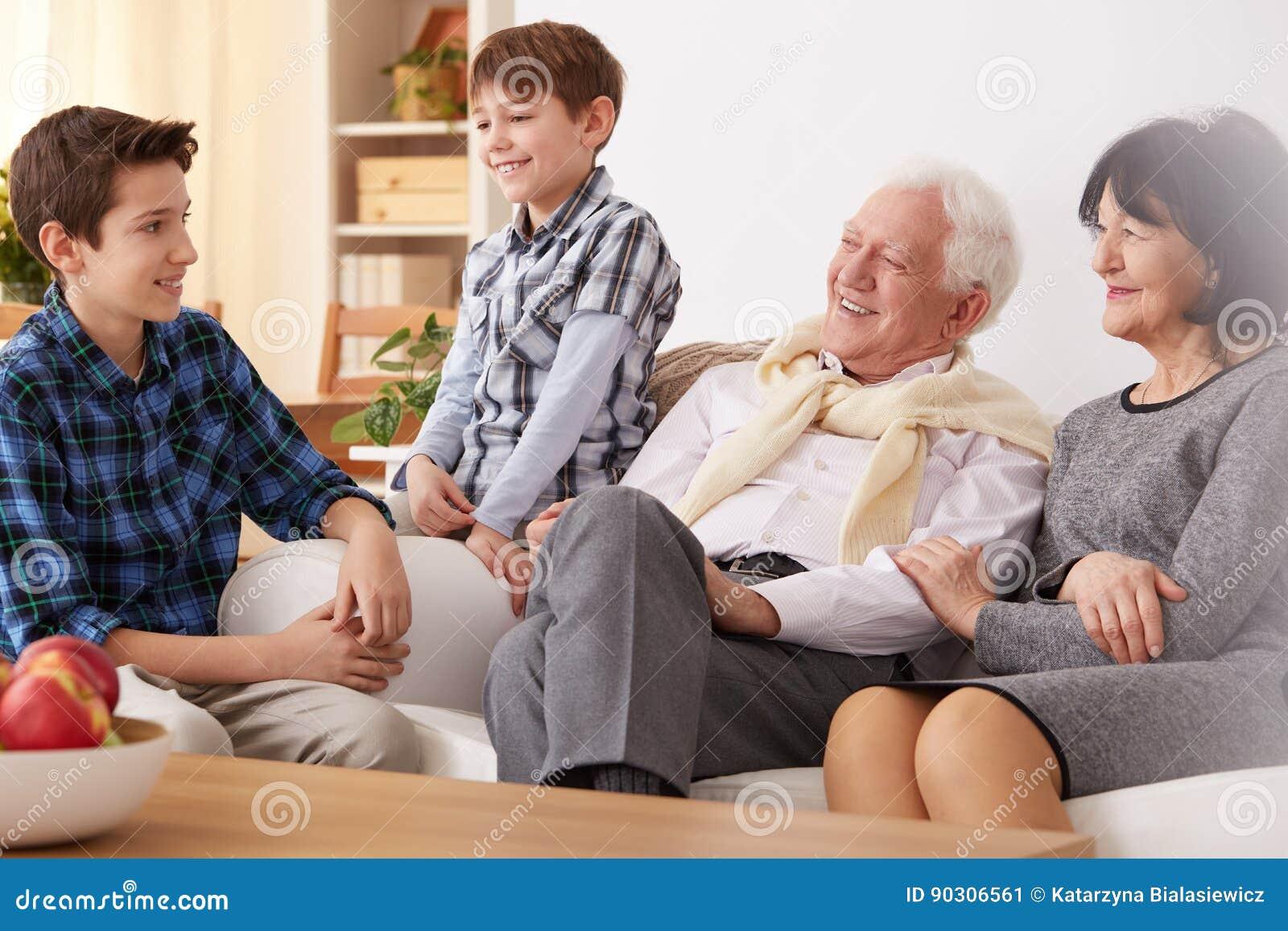 Grands-parents et petits-fils