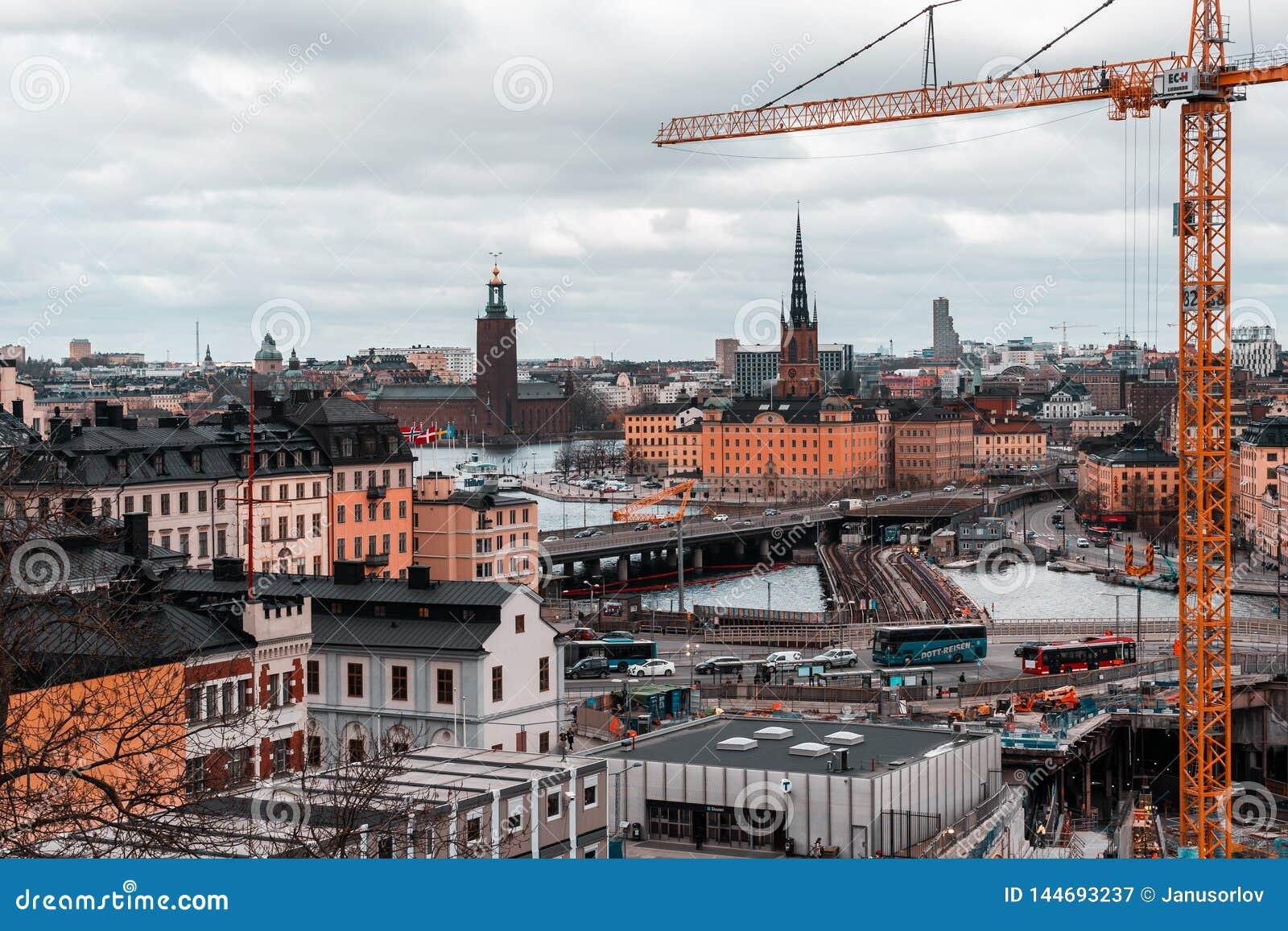 Grands travaux de construction chez Slussen à la station de métro et les ponts à Riddarholmen