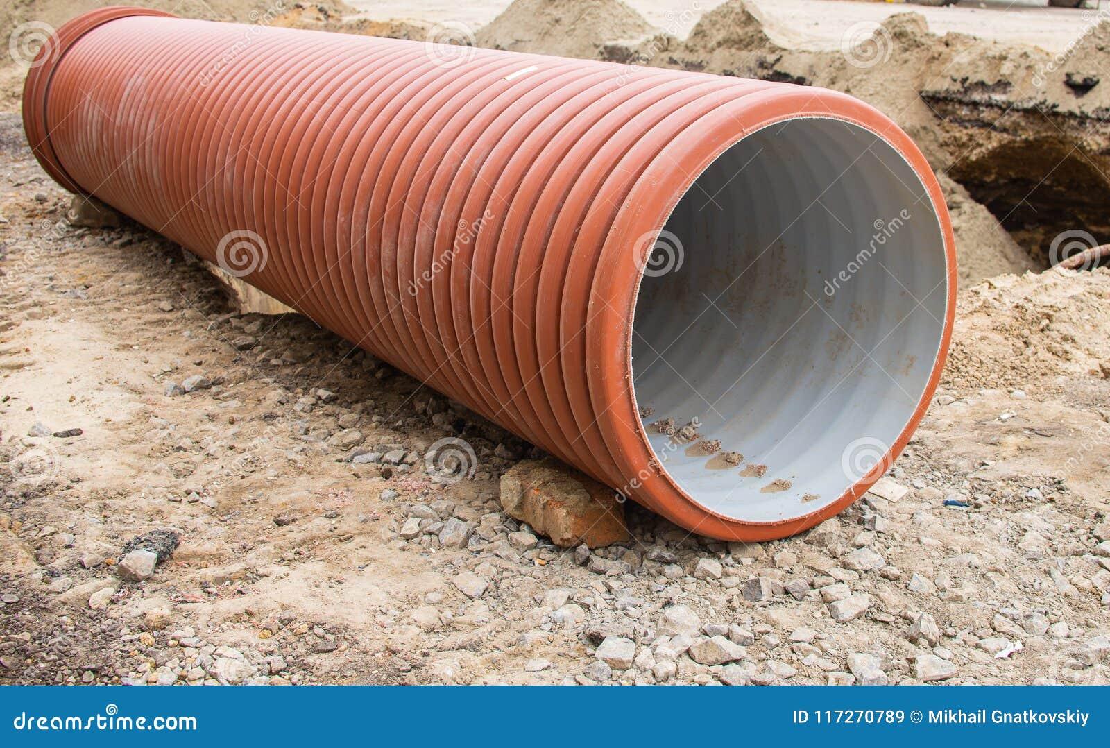 Grands tuyaux en plastique oranges pour le système de système d égouts
