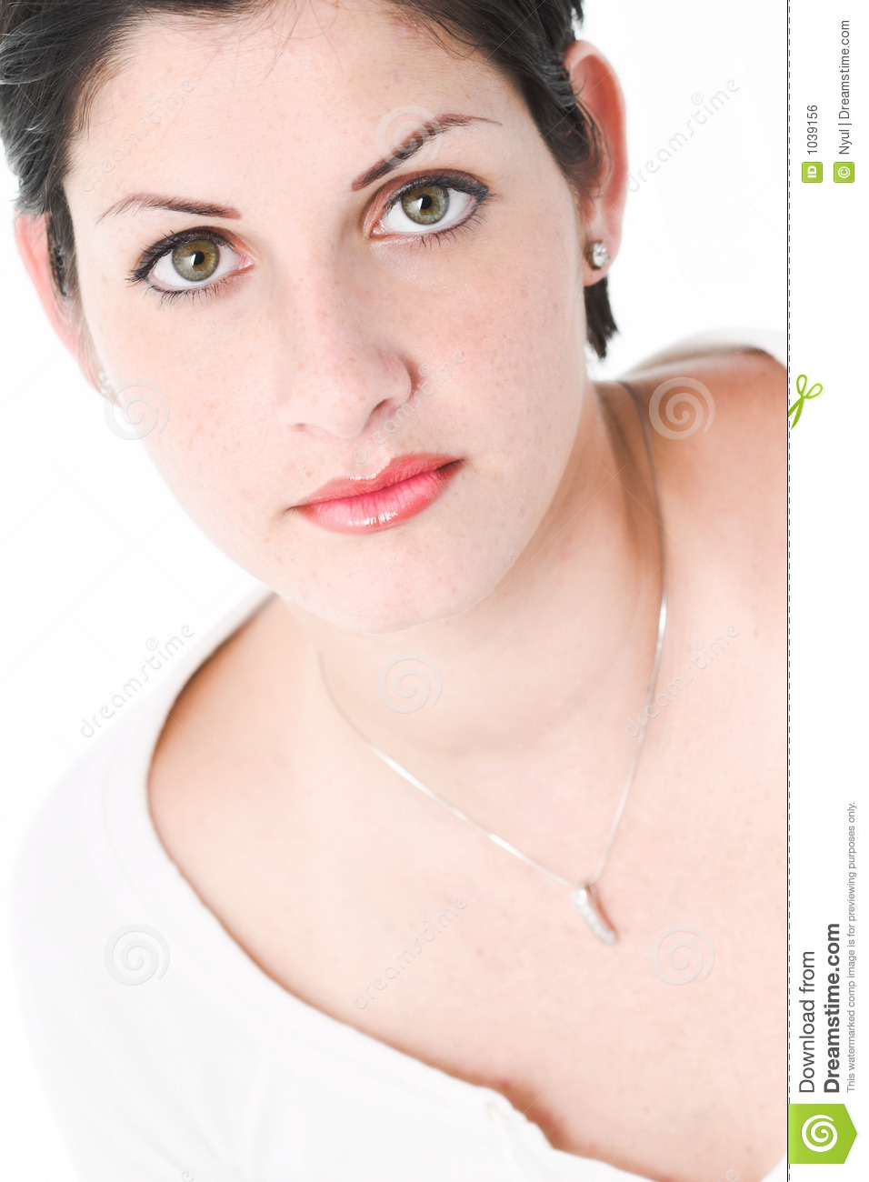 Grands yeux verts