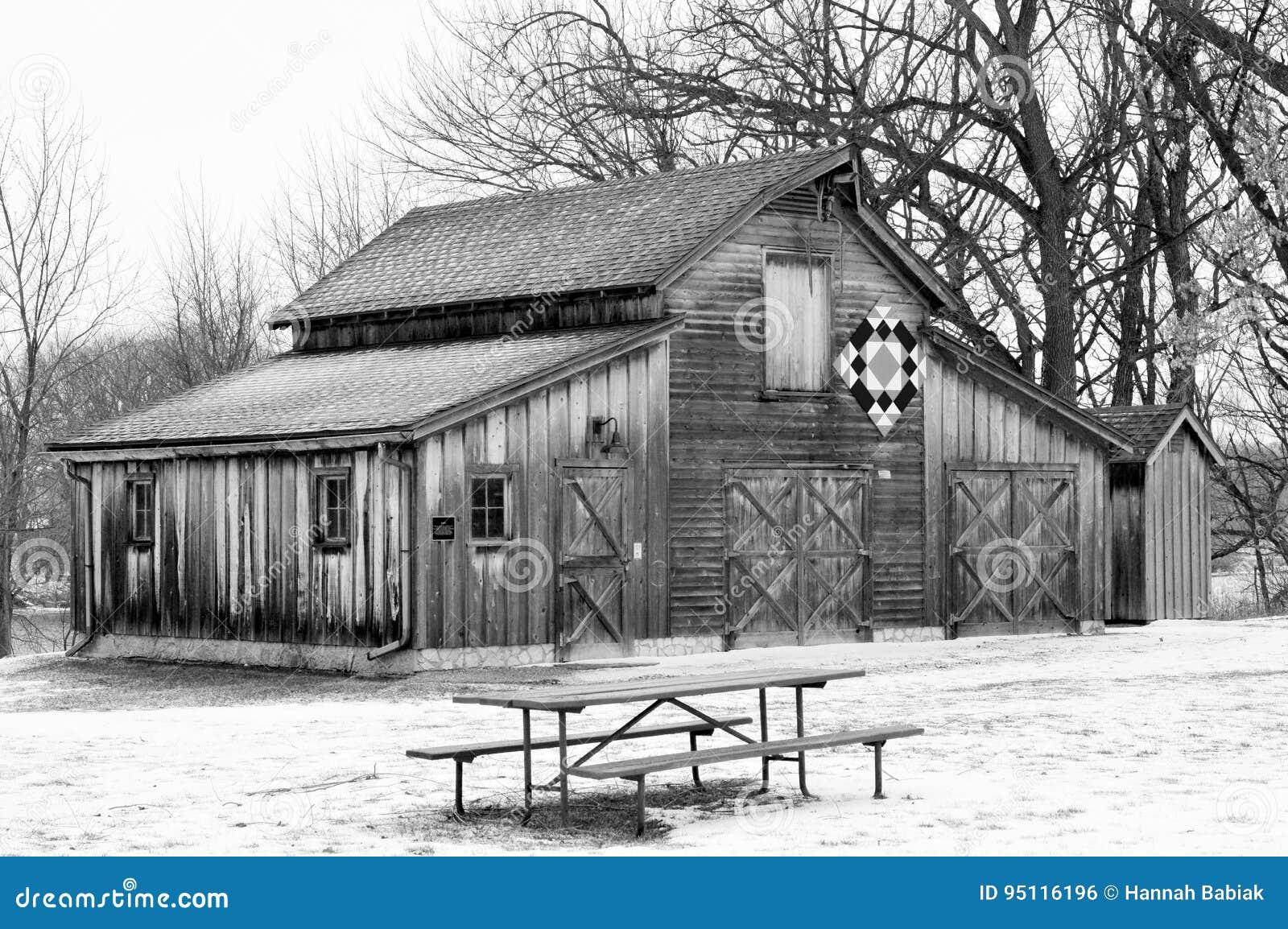 Granero del edredón en nieve