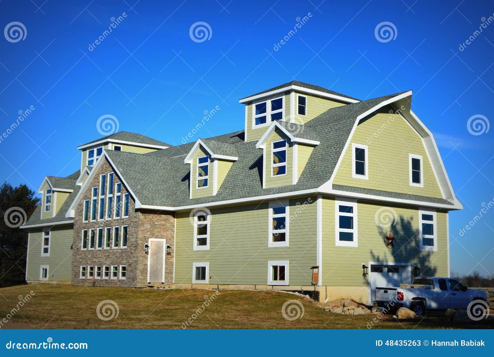 Granero grande que es convertido en una casa