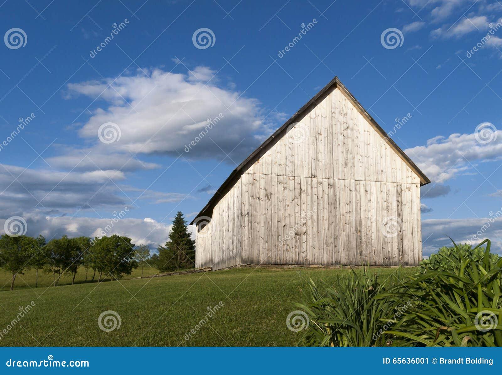 Grange en bois superficielle par les agents