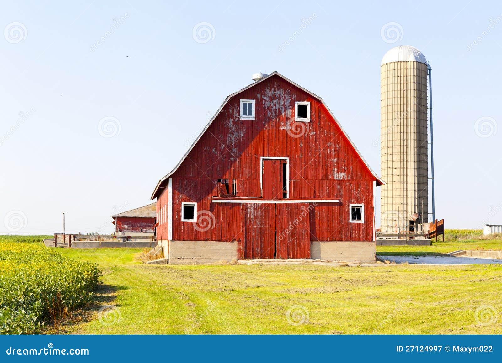 grange rouge am ricaine traditionnelle photographie stock libre de droits image 27124997. Black Bedroom Furniture Sets. Home Design Ideas