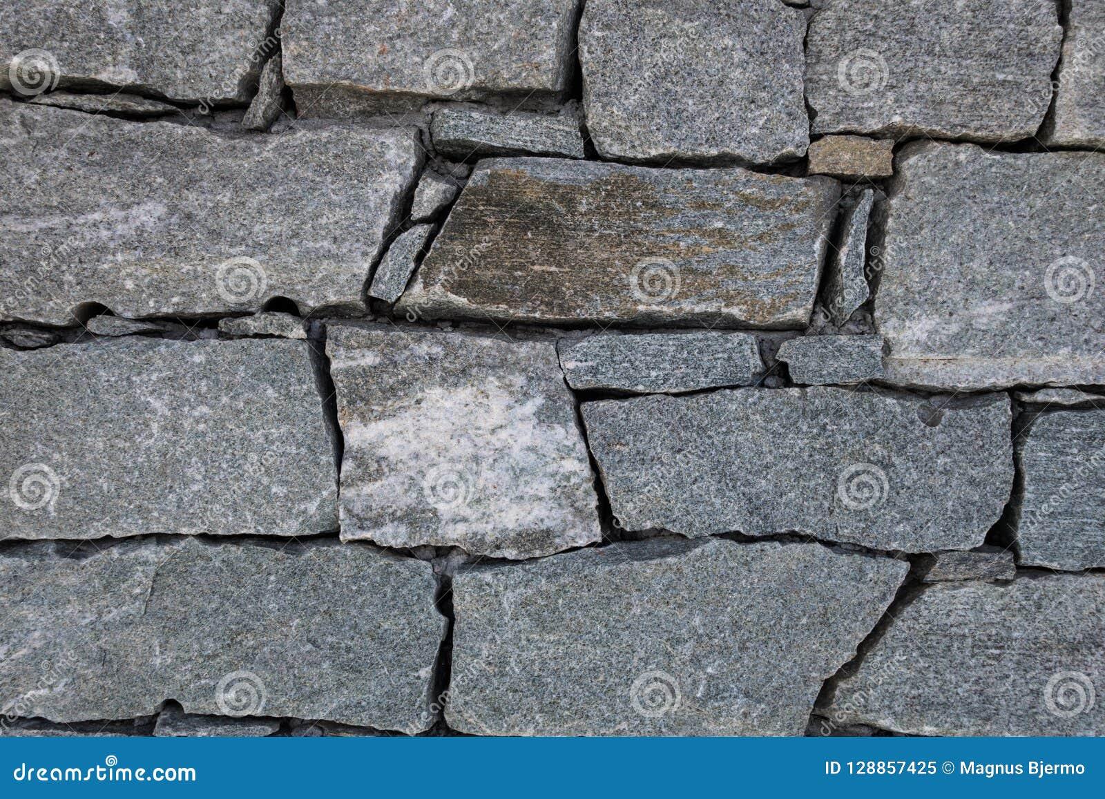 Granit skały bloki łączyli wpólnie tworzyć ścianę w góry ref