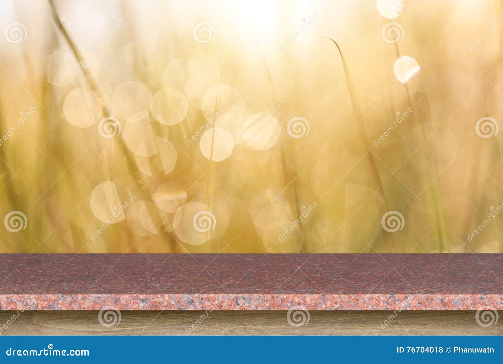 Granitstentabell eller räknare på abstrakt suddig bakgrund