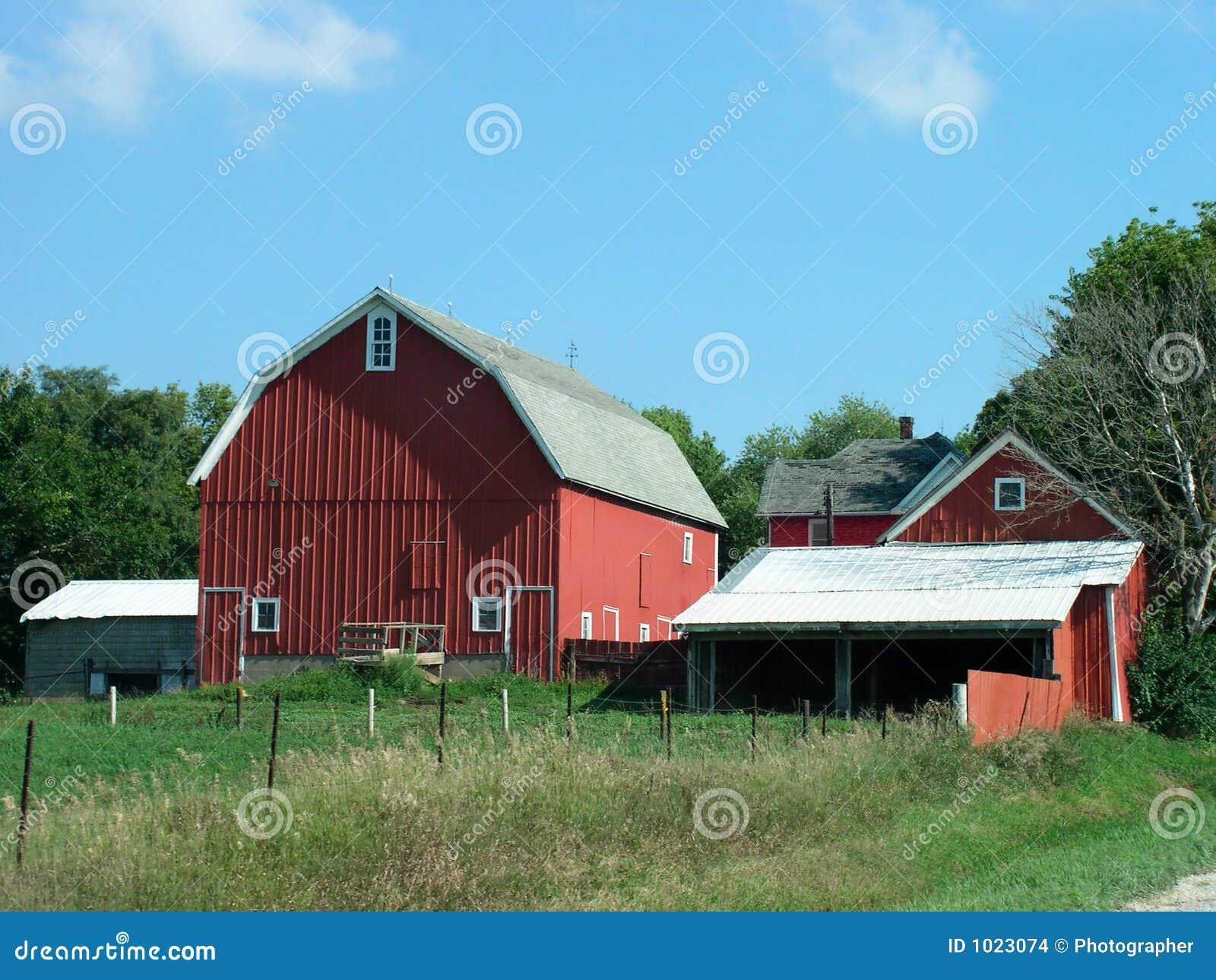 Granja rural foto de archivo imagen de solo vigas rojo - Casa rural con granja ...