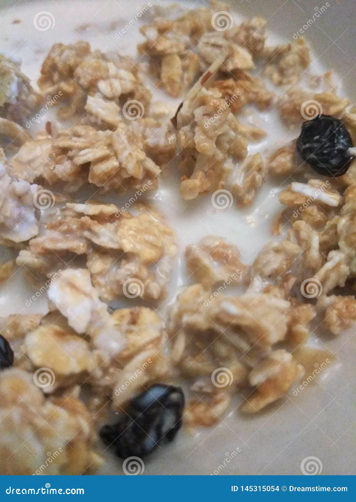 Granola αμυγδάλων με τις σταφίδες