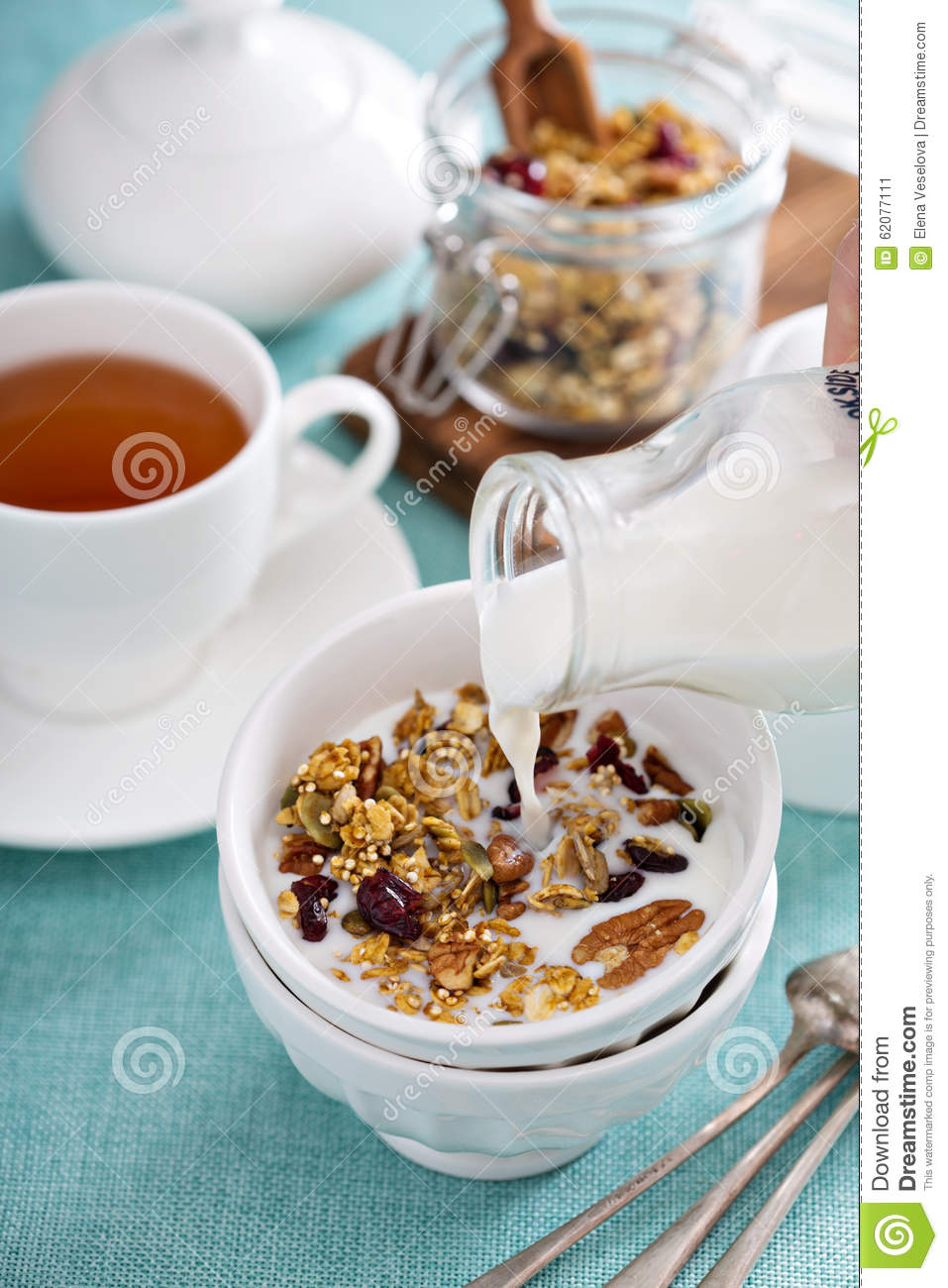 granola faite maison avec le quinoa et la canneberge photo stock image 62077111. Black Bedroom Furniture Sets. Home Design Ideas