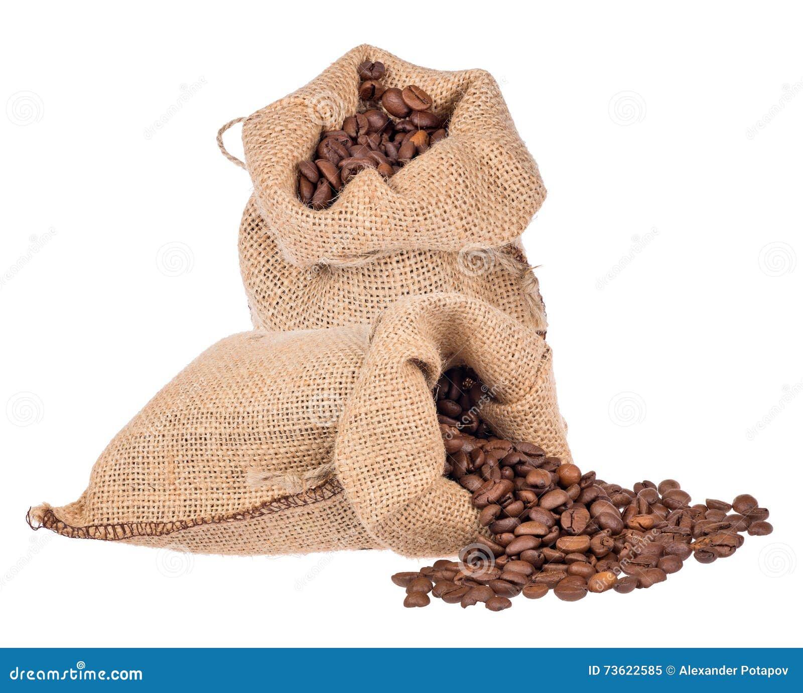 9cace7a74 Granos de café de Brown en los sacos de la arpillera aislados en el fondo  blanco