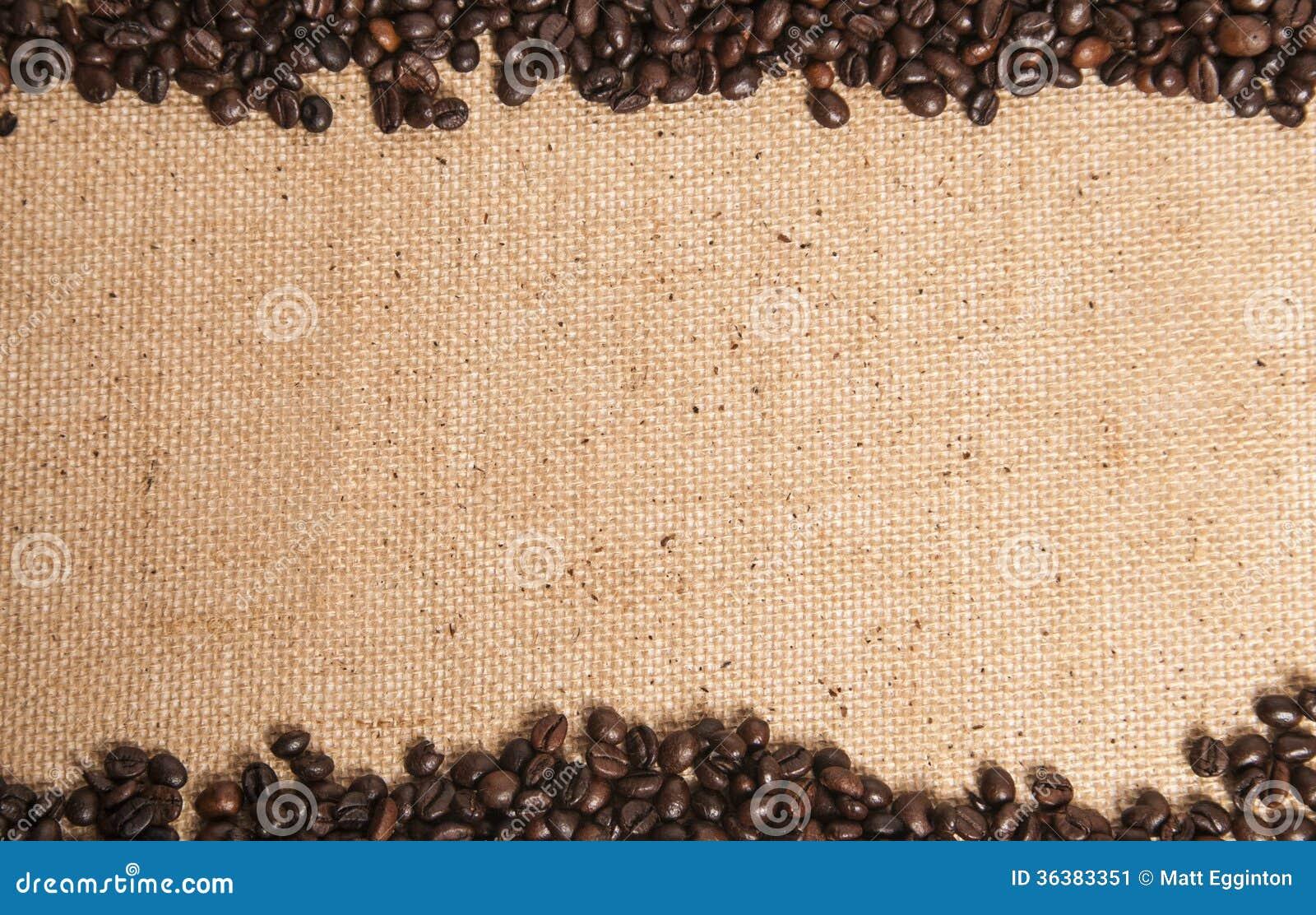 Granos de caf en el saco de la arpillera - Saco de arpillera ...