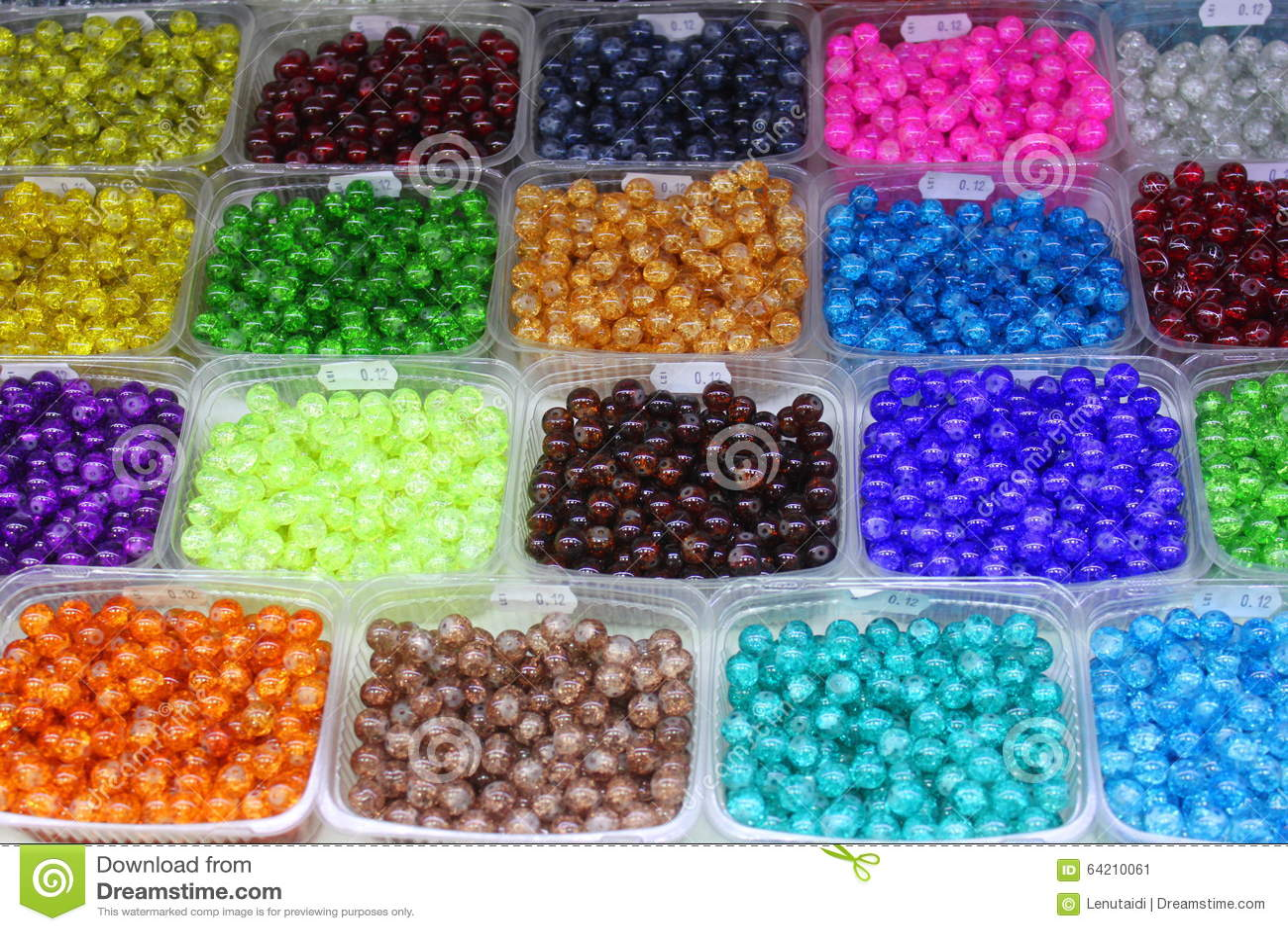 Granos plásticos coloreados