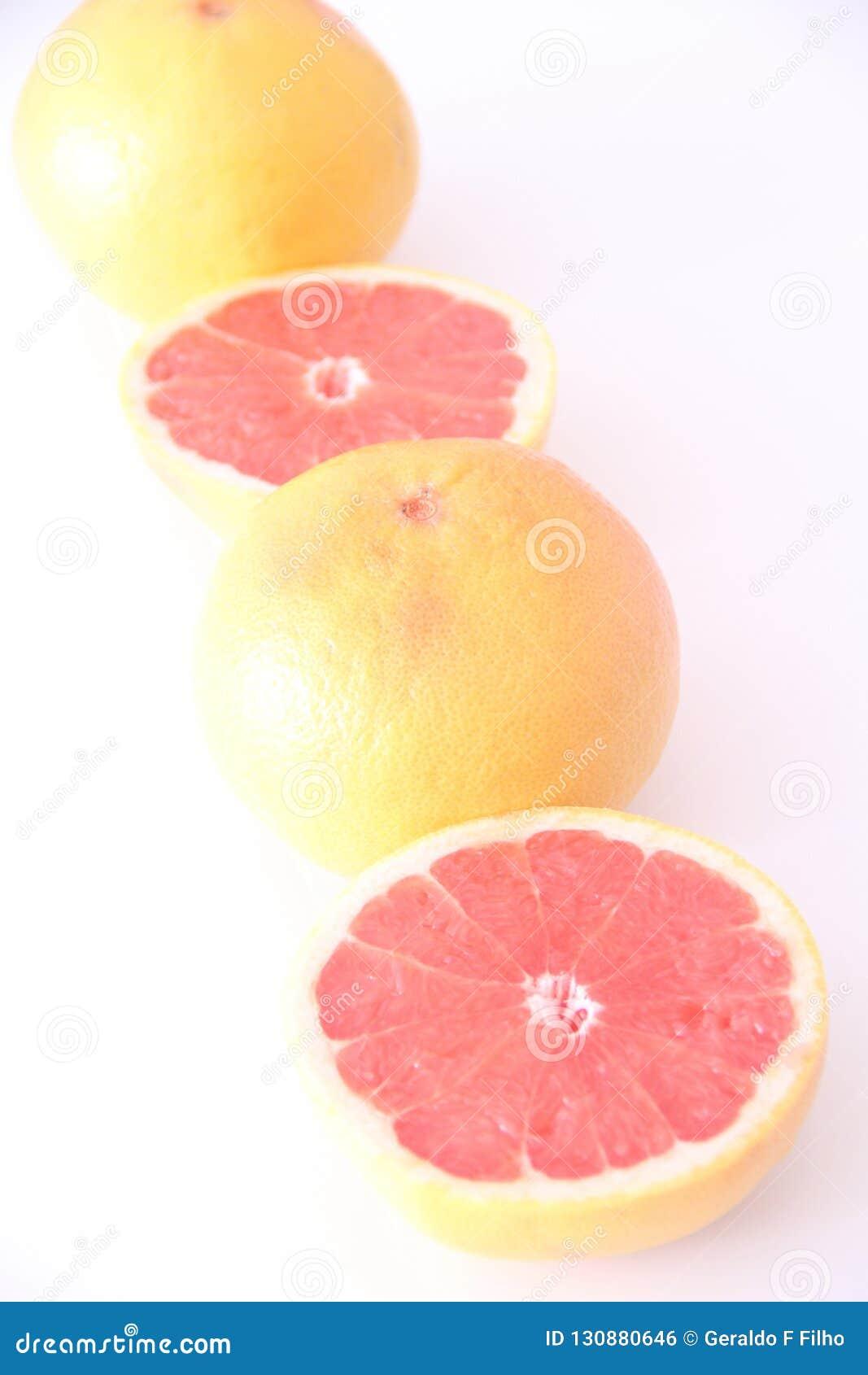 Grapefrukt isolerad för vitaminfrukt för vit bakgrund healthful läcker Sao Paulo Brazil för mat