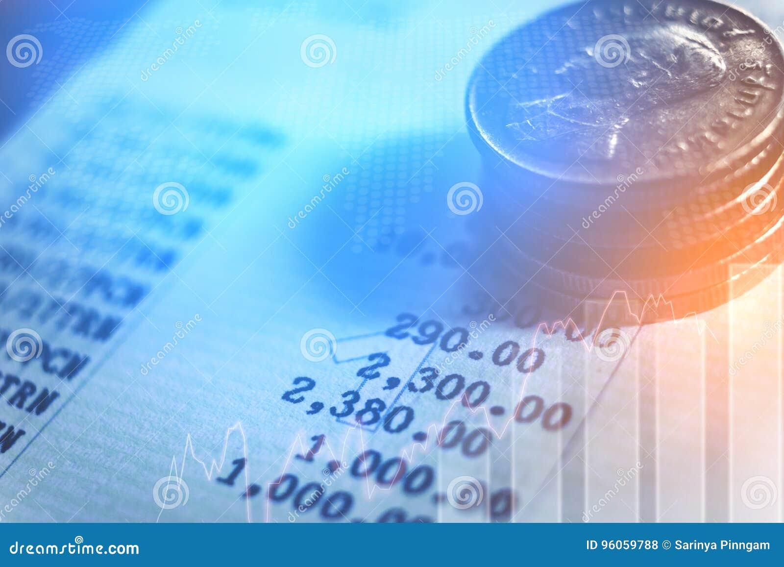 Graphique sur des rangées des pièces de monnaie pour le concept de finances et d opérations bancaires