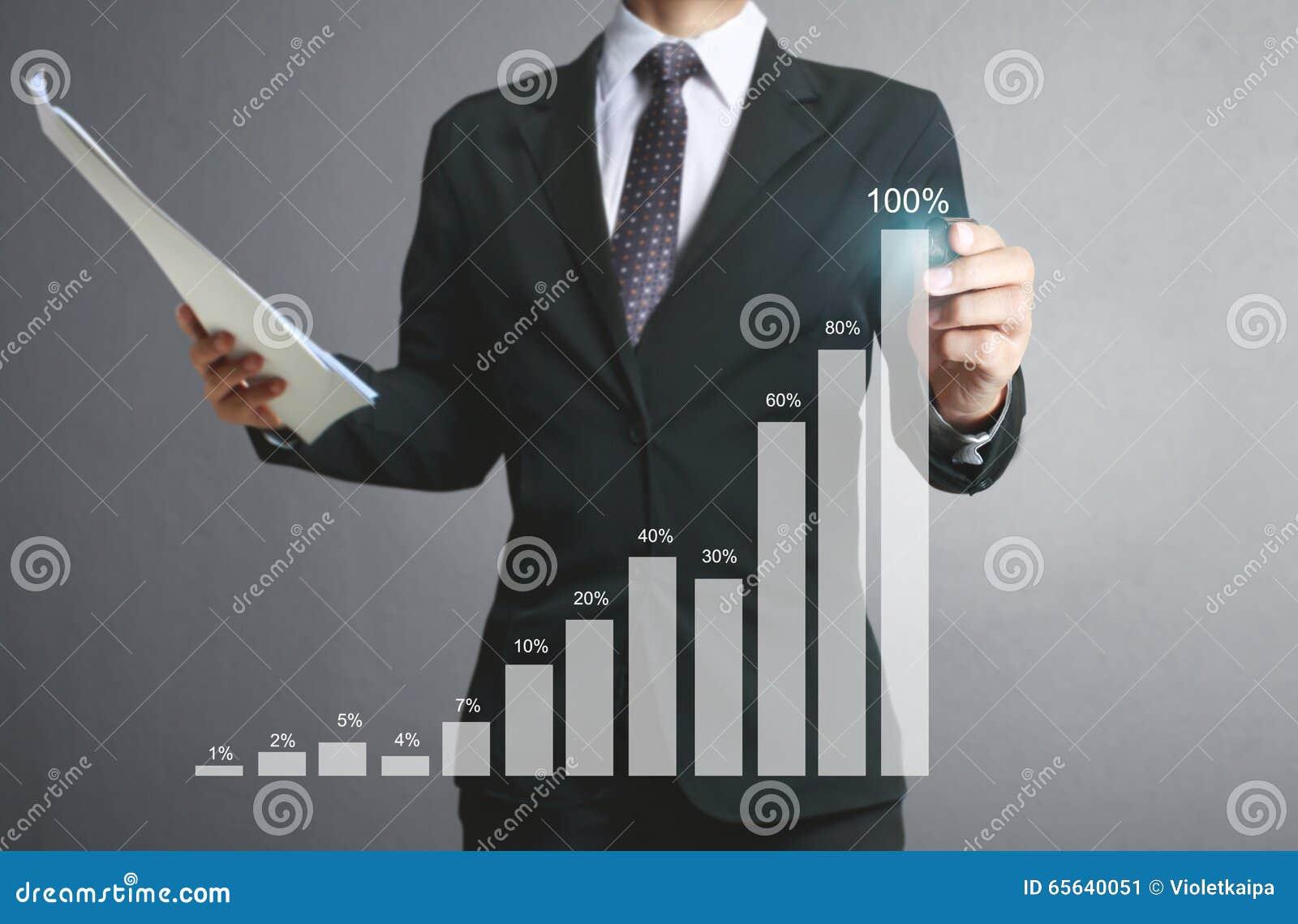Graphiques de dessin d homme d affaires élevant le graphique