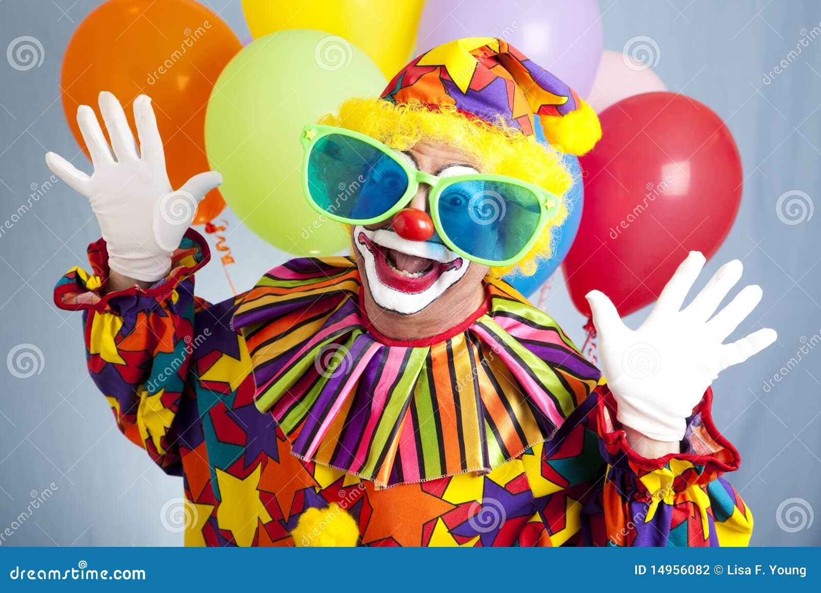 Grappige Clown in Grote Glazen