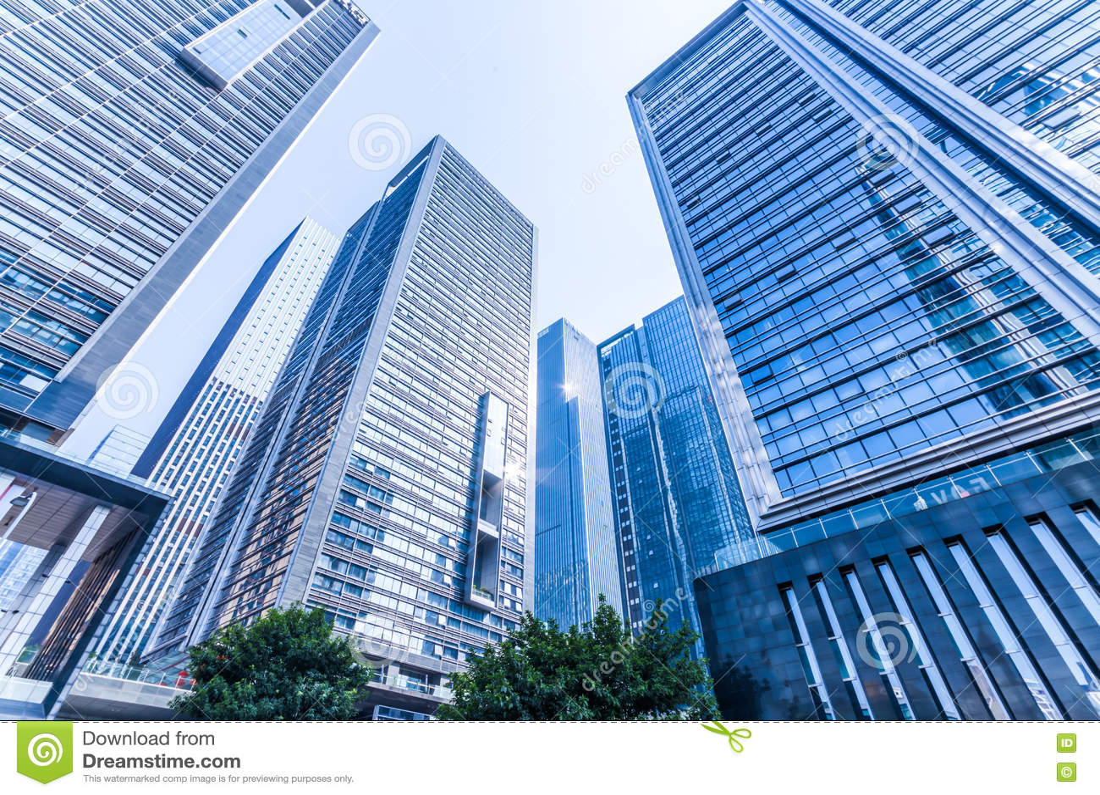 Grattacieli moderni comuni di affari, grattacieli, architettura che si alza al cielo