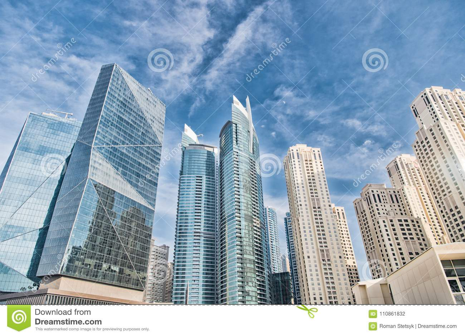 Gratte-ciel à Dubaï, Emirats Arabes Unis, vue inférieure