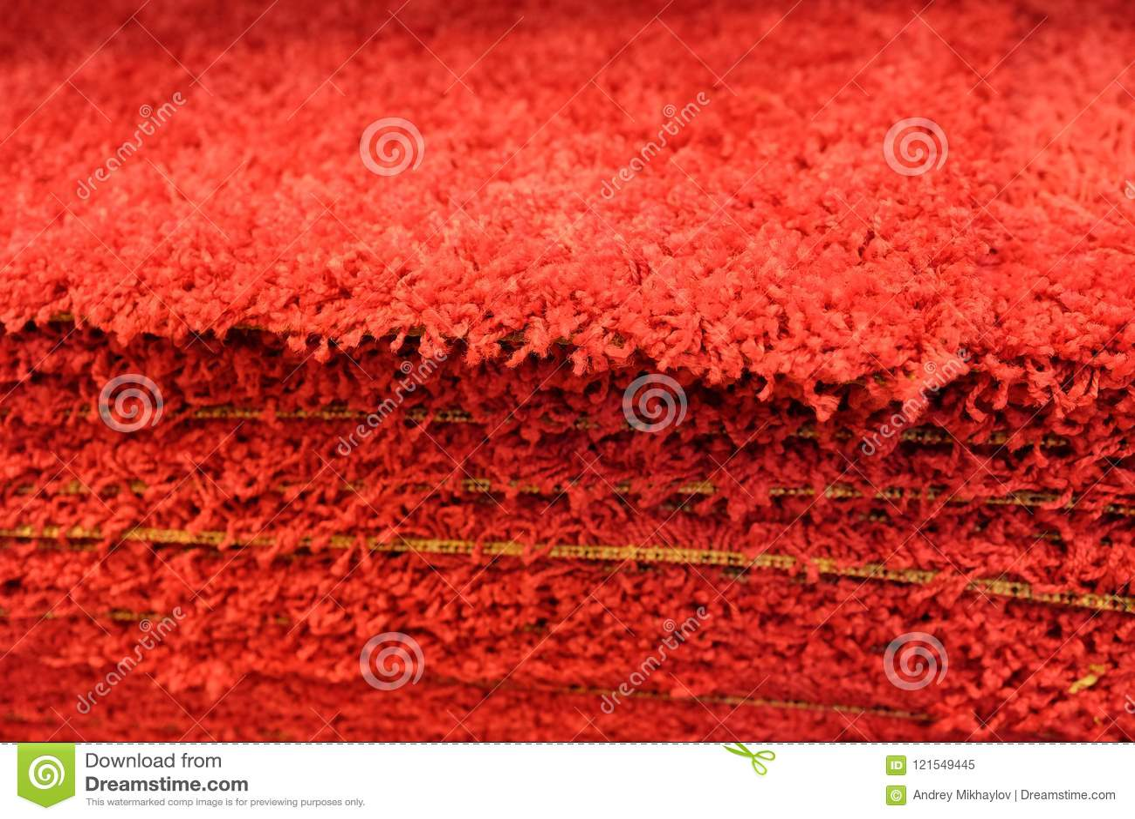 Graue Badmatten des Stapels, welche die Badmatten stapeln, gestapelt auf einander