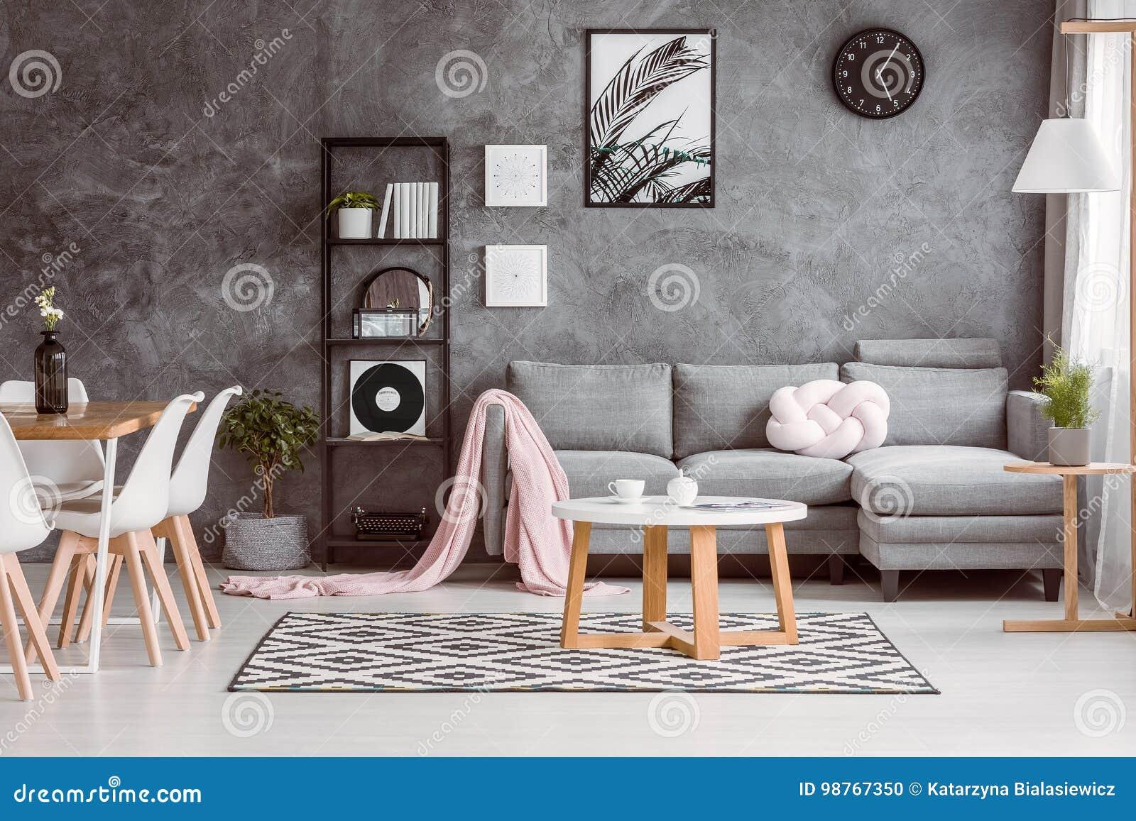 Fußboden Teppich Grau ~ Graue couch eingestellt in wohnzimmer stockfoto bild von