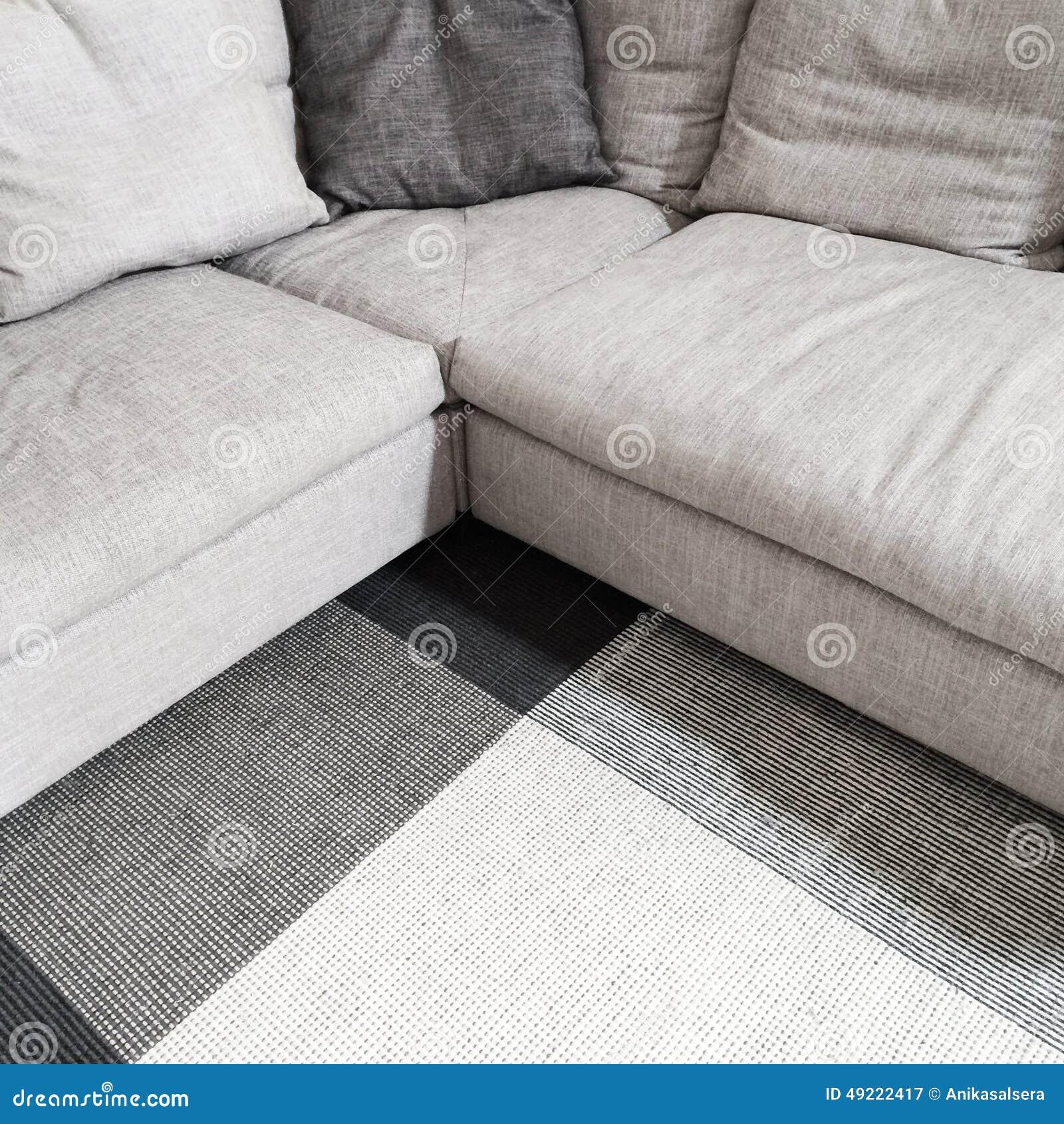 graues ecksofa und teppich stockbild bild von nahaufnahme 49222417. Black Bedroom Furniture Sets. Home Design Ideas