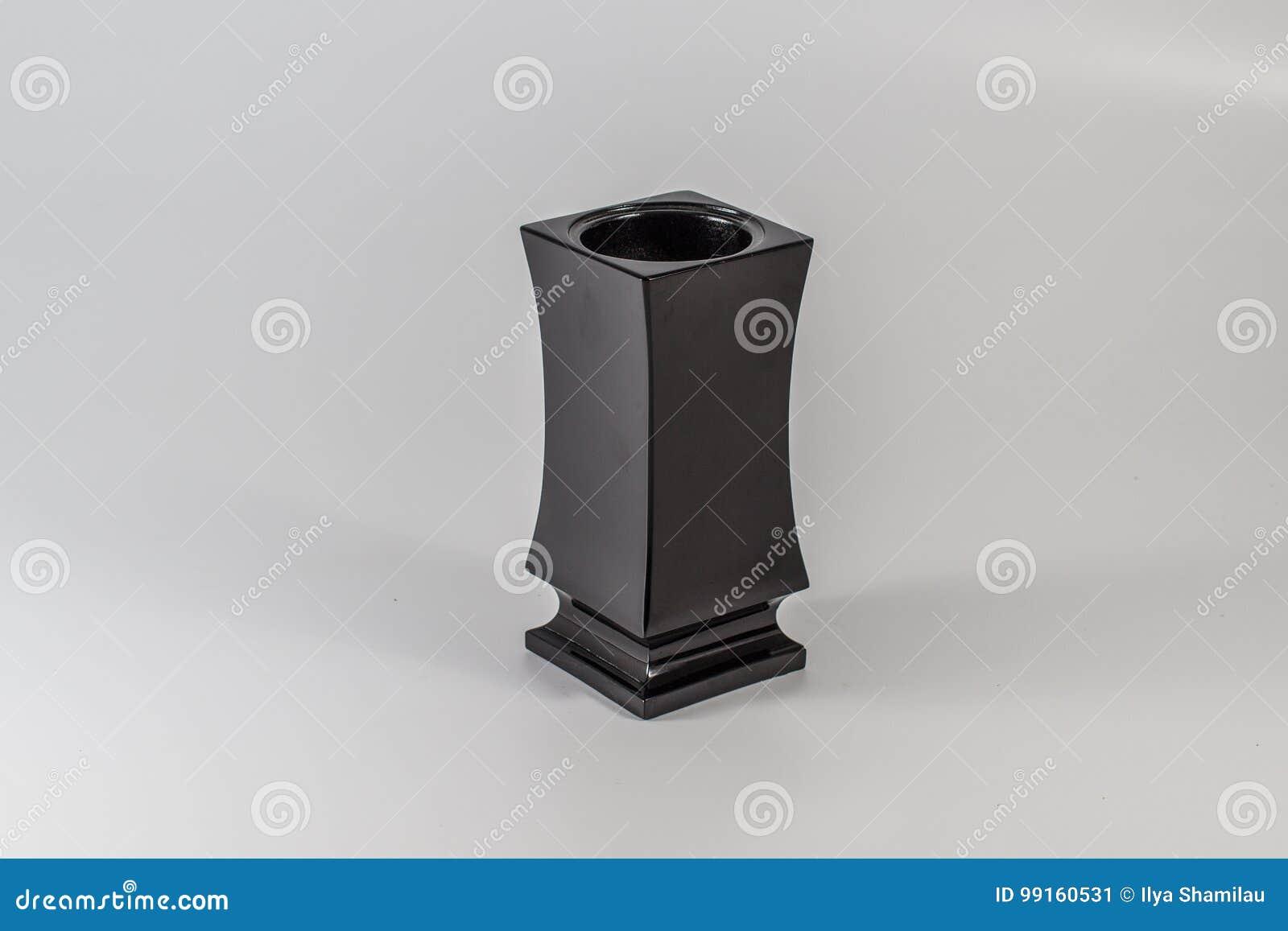 Grave flower vase made of stone & Grave Flower Vase Made Of Stone Stock Image - Image of buried ...