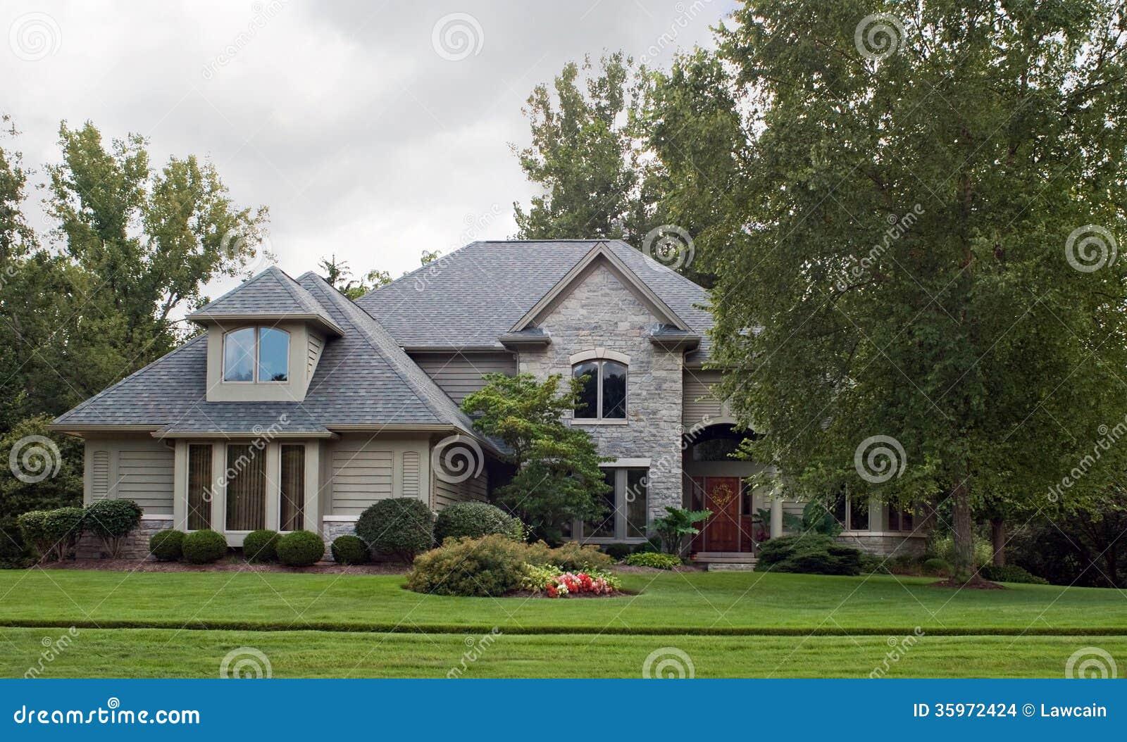 Gray Stone y Tan House