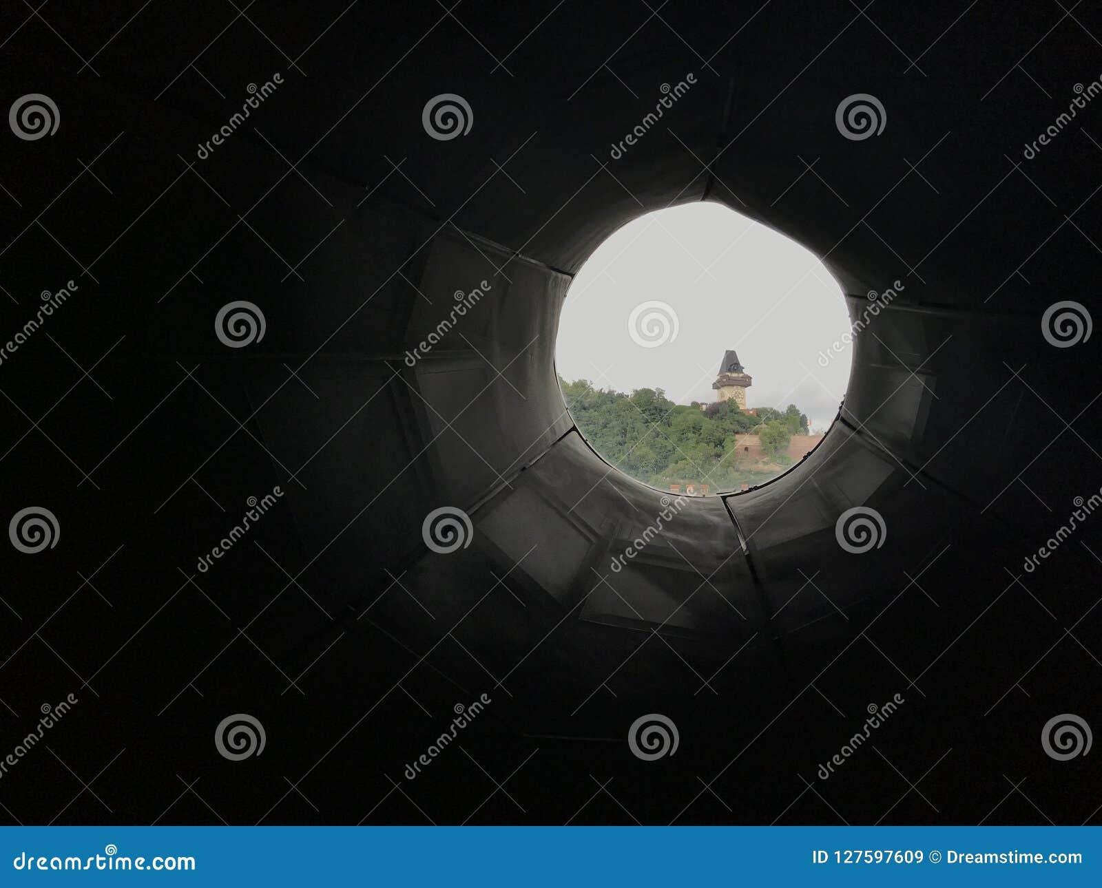 Graz punktu zwrotnego tunelowy widok Uhrtum