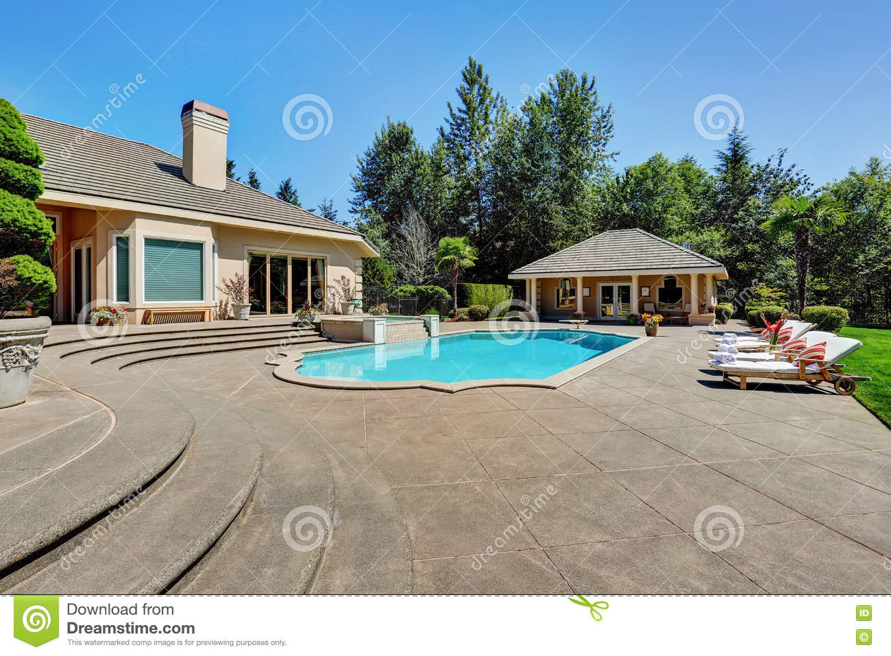 Great backyard with swimming pool in american suburban for Great pool houses