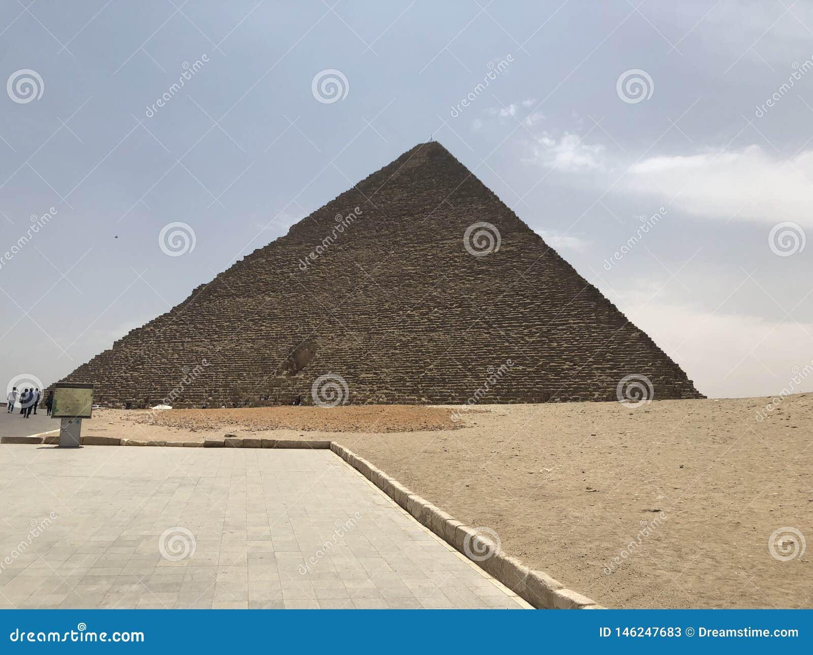 Great Pyramid of Giza(Pyramid of Khufu)