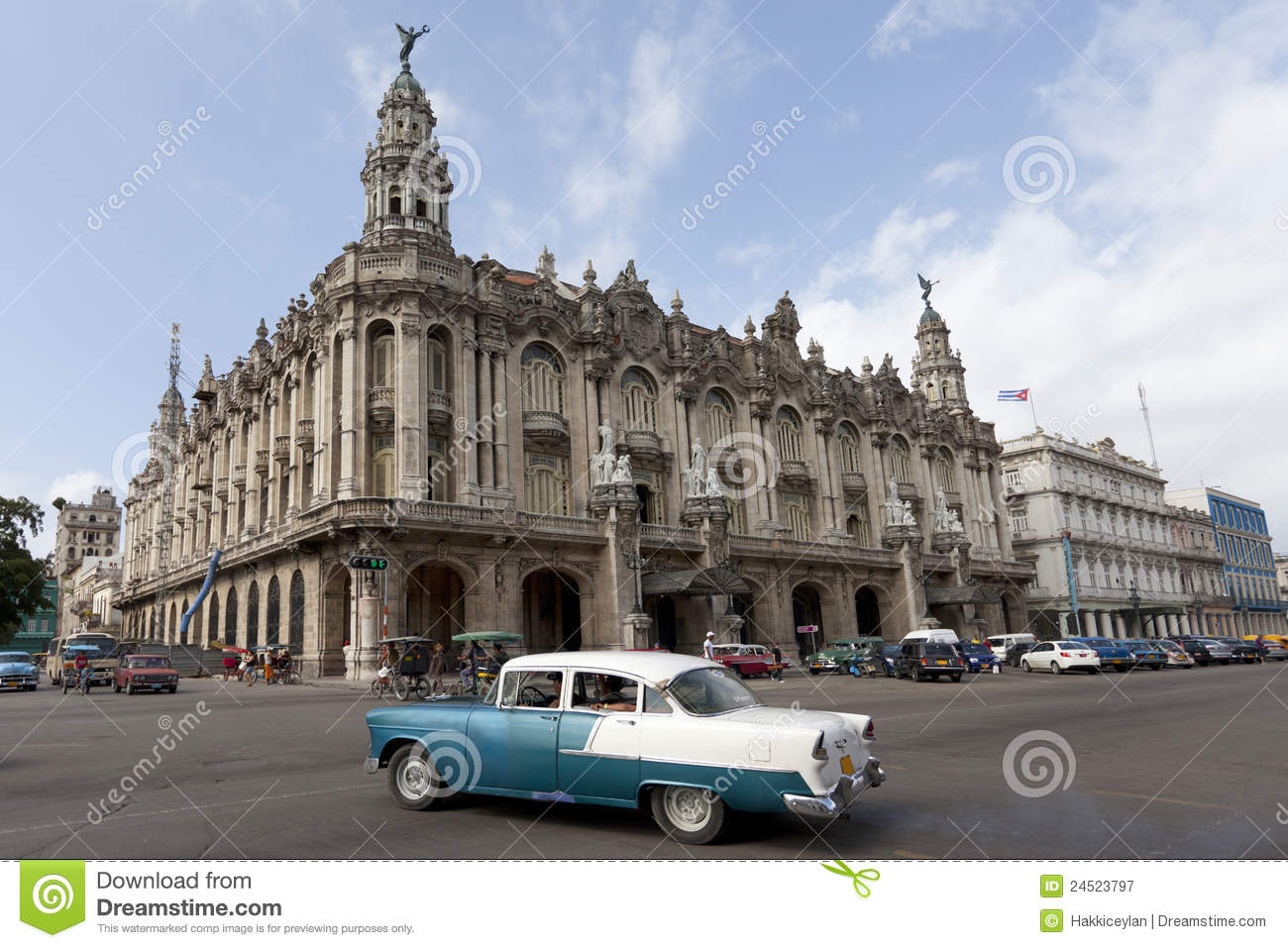 The Great Theatre Of Havana With Old Car Editorial ...