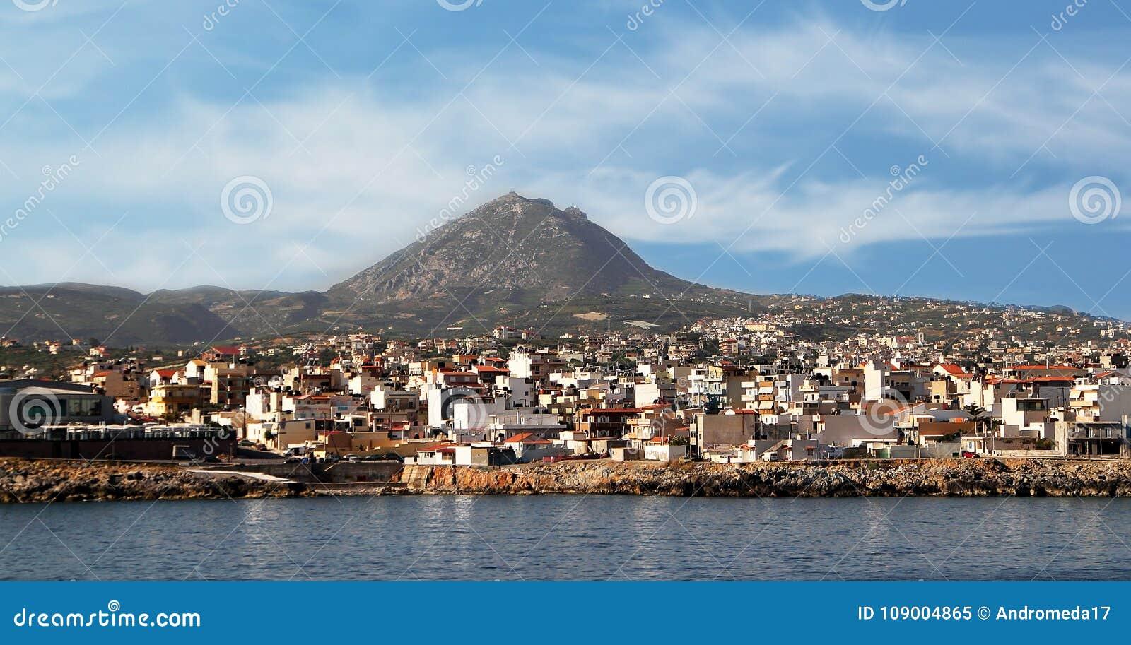 Grecja, Crete, widok miasto Śpi Zeus górę Heraklion i góra Juktas,