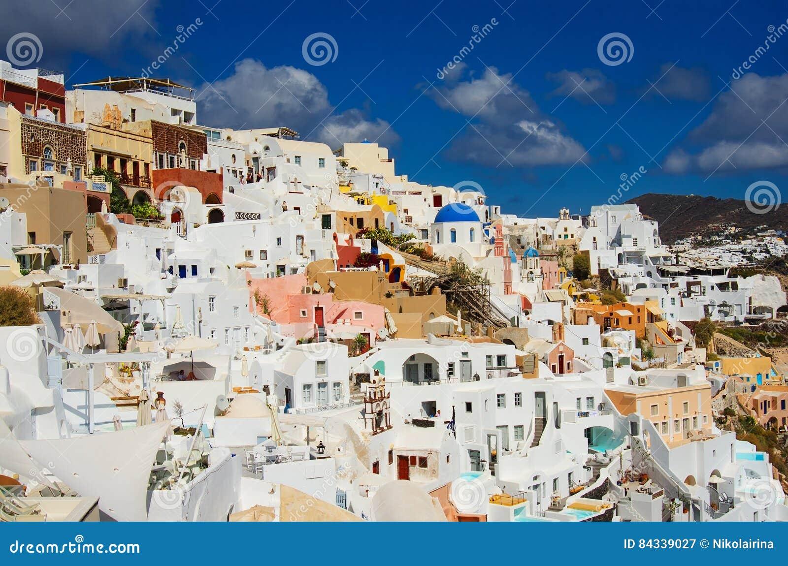 GREECE, SANTORINI, OIA TOWN
