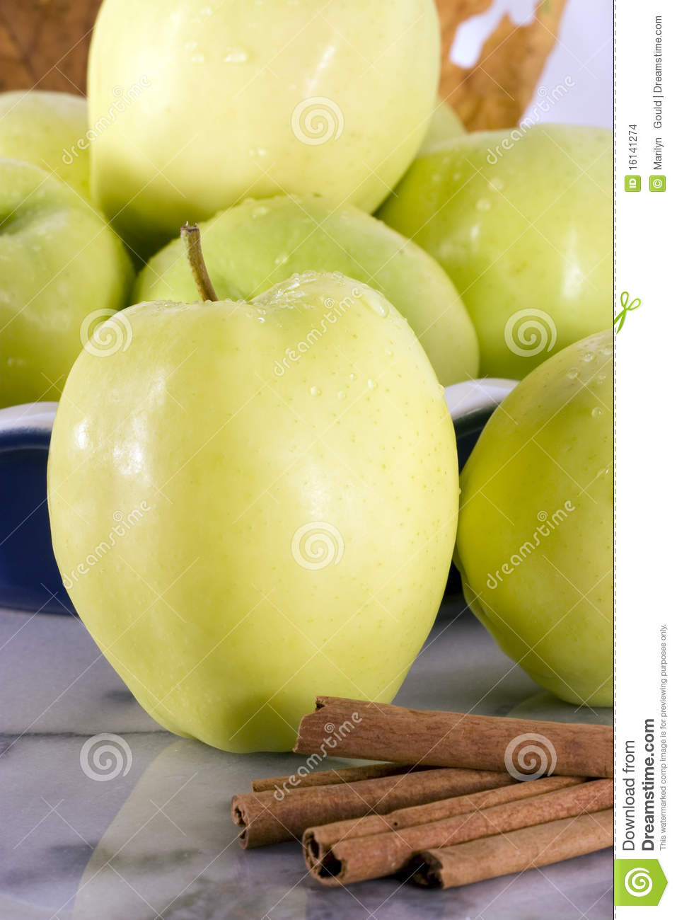 Green Apple Varieties http://www.dreamstime.com/stock-images-green-apple-ginger-gold-variety-image16141274