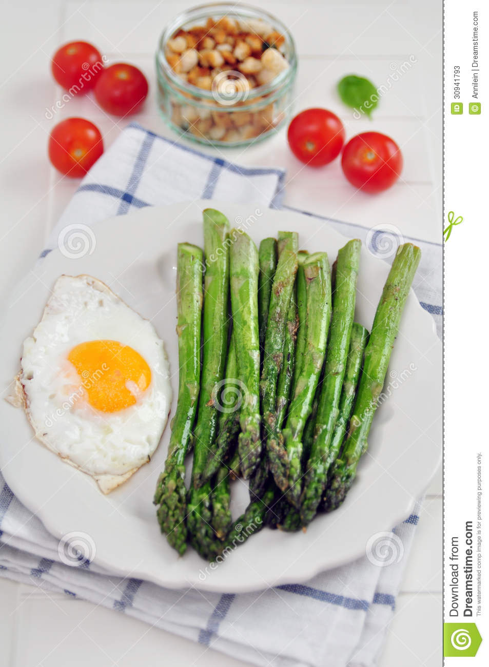 Green Asparagus with eggs