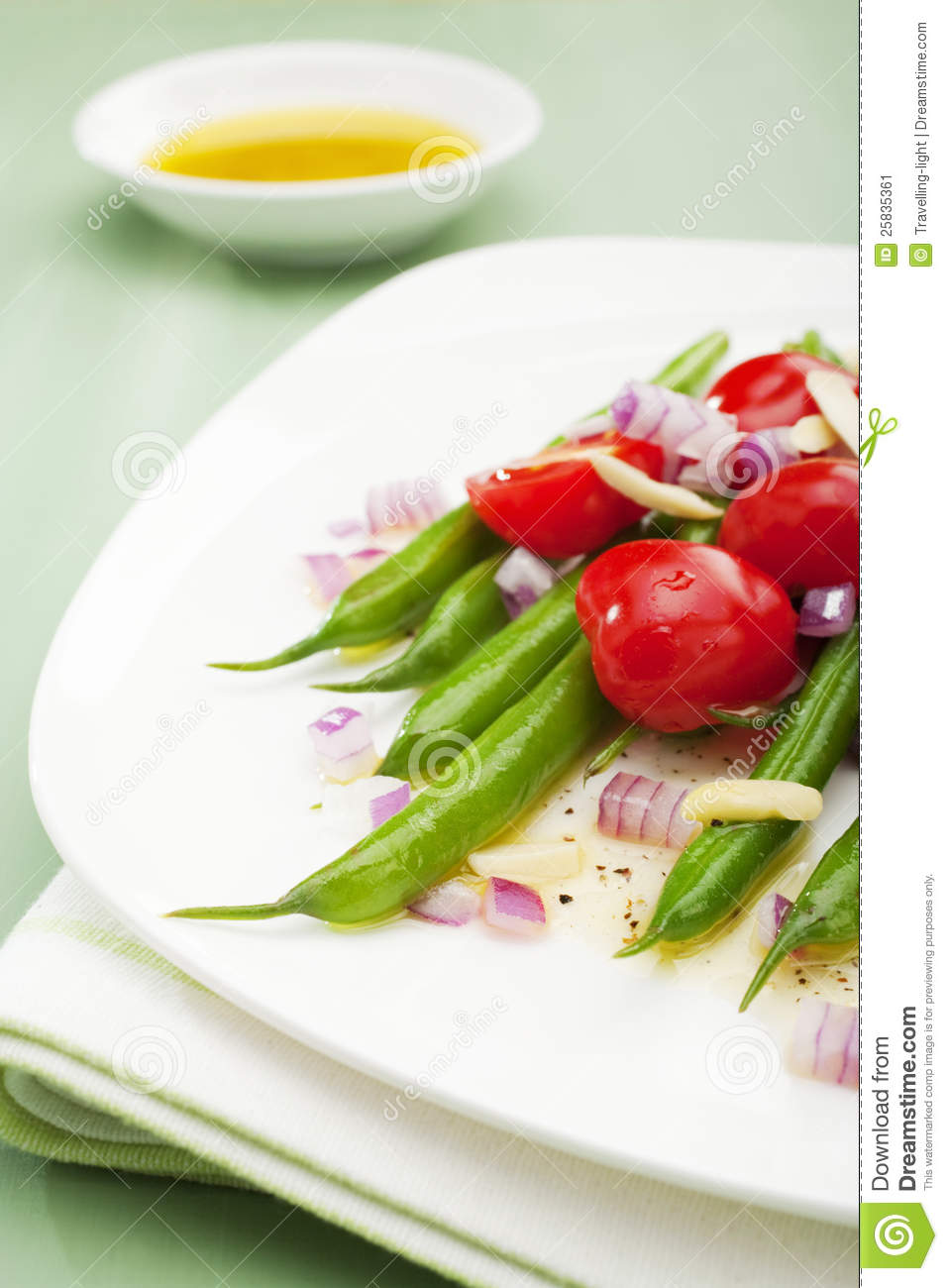 Salad of green beans, tomatoes, red onion, almonds and lemon ...