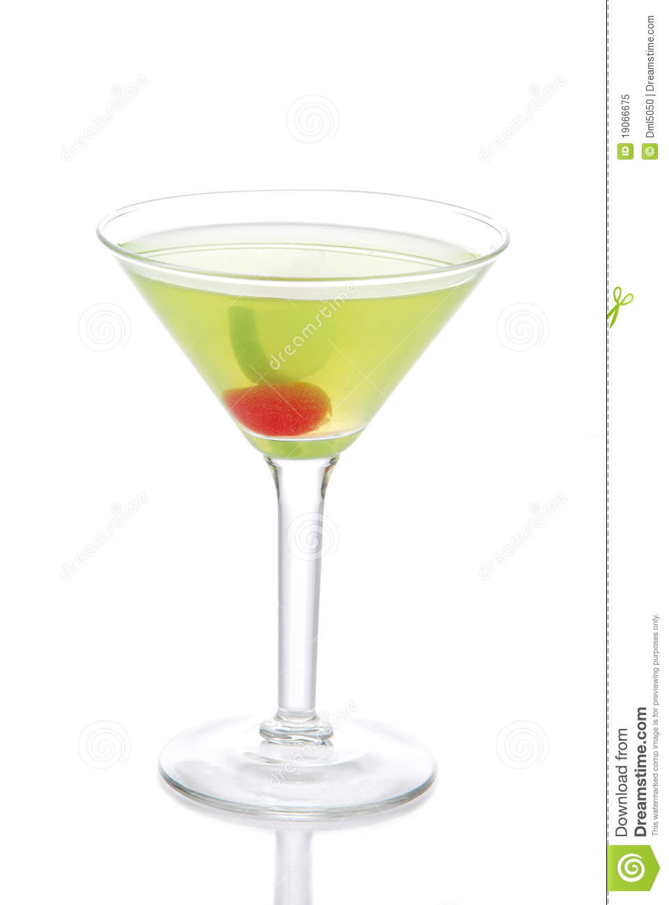Green cosmopolitan martini cocktail with vodka royalty for Green cocktails with vodka