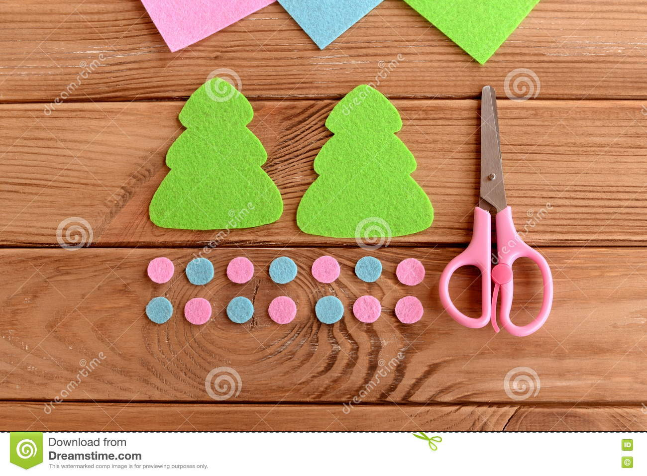 Green Felt Christmas Tree Patterns Pink And Blue Balls Scissors On Wooden Background Master Class For Kids Step Stock Image Image Of Circles Hanging 75175993