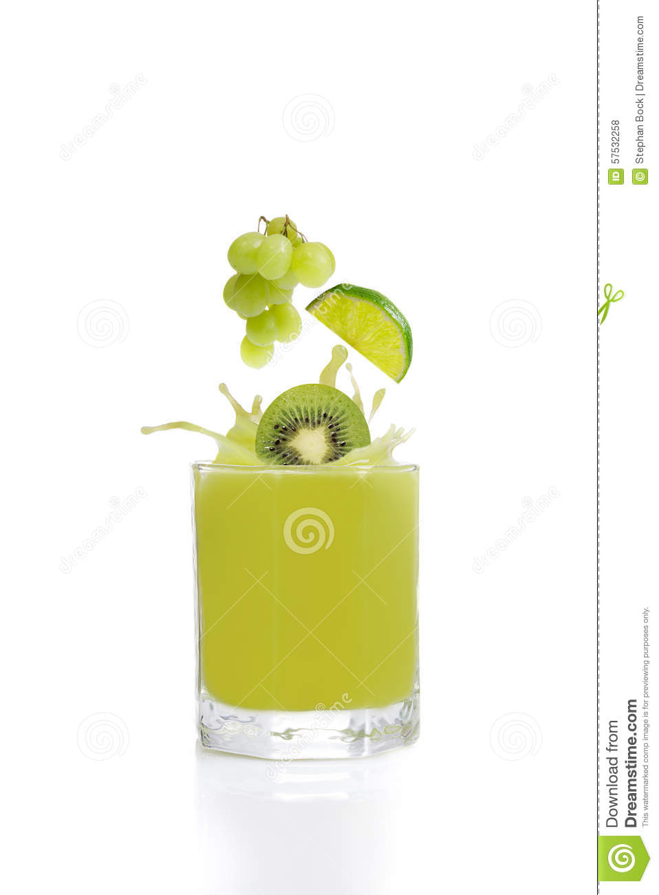 Green fruit juice from kiwis, lime and grapes
